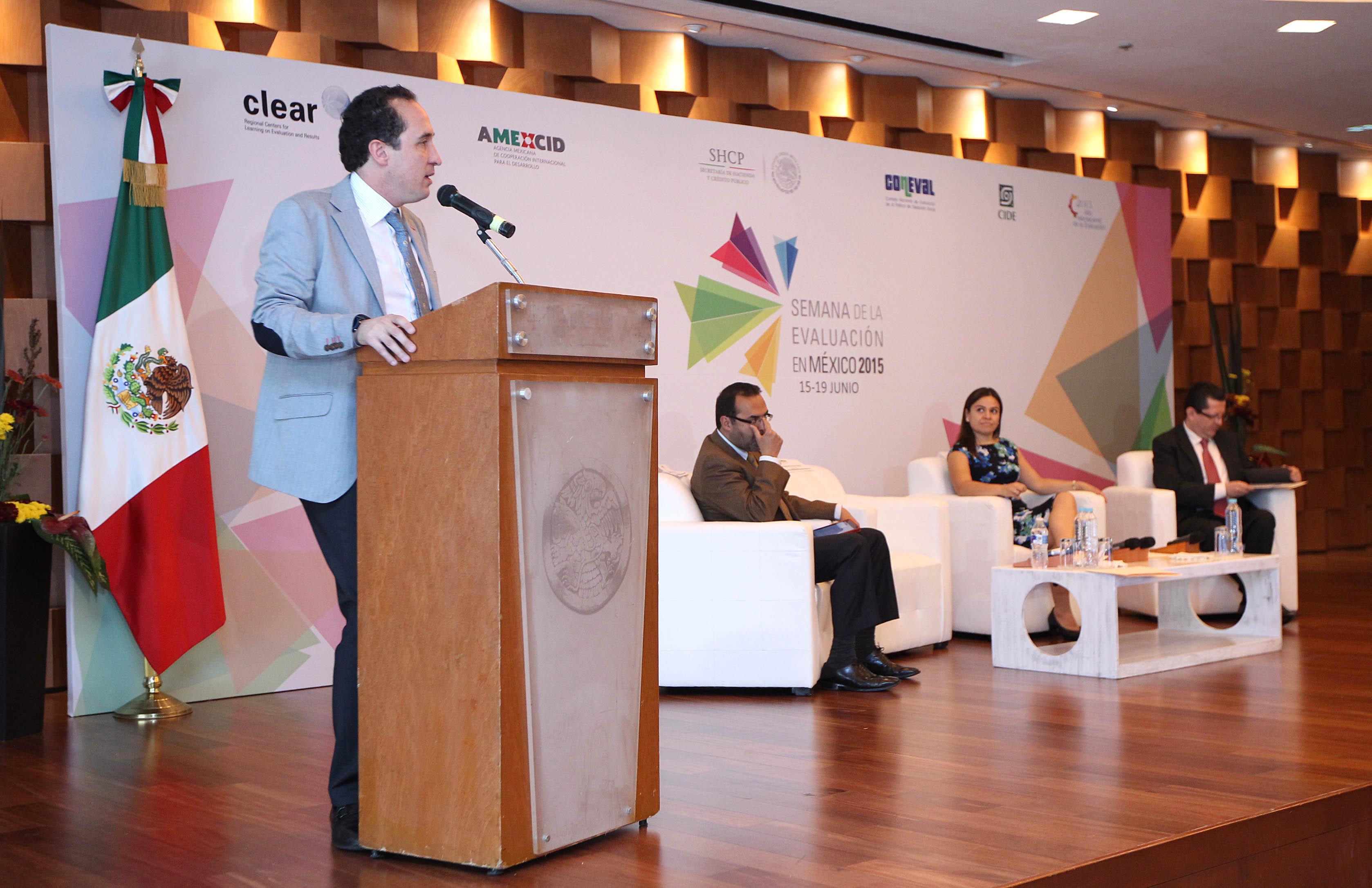 FOTO 1 Juan Manuel Valle Pere a  director ejecutivo de AMEXCID  en la inauguraci n de la Semana de la Evaluaci n en M xico 2015jpg