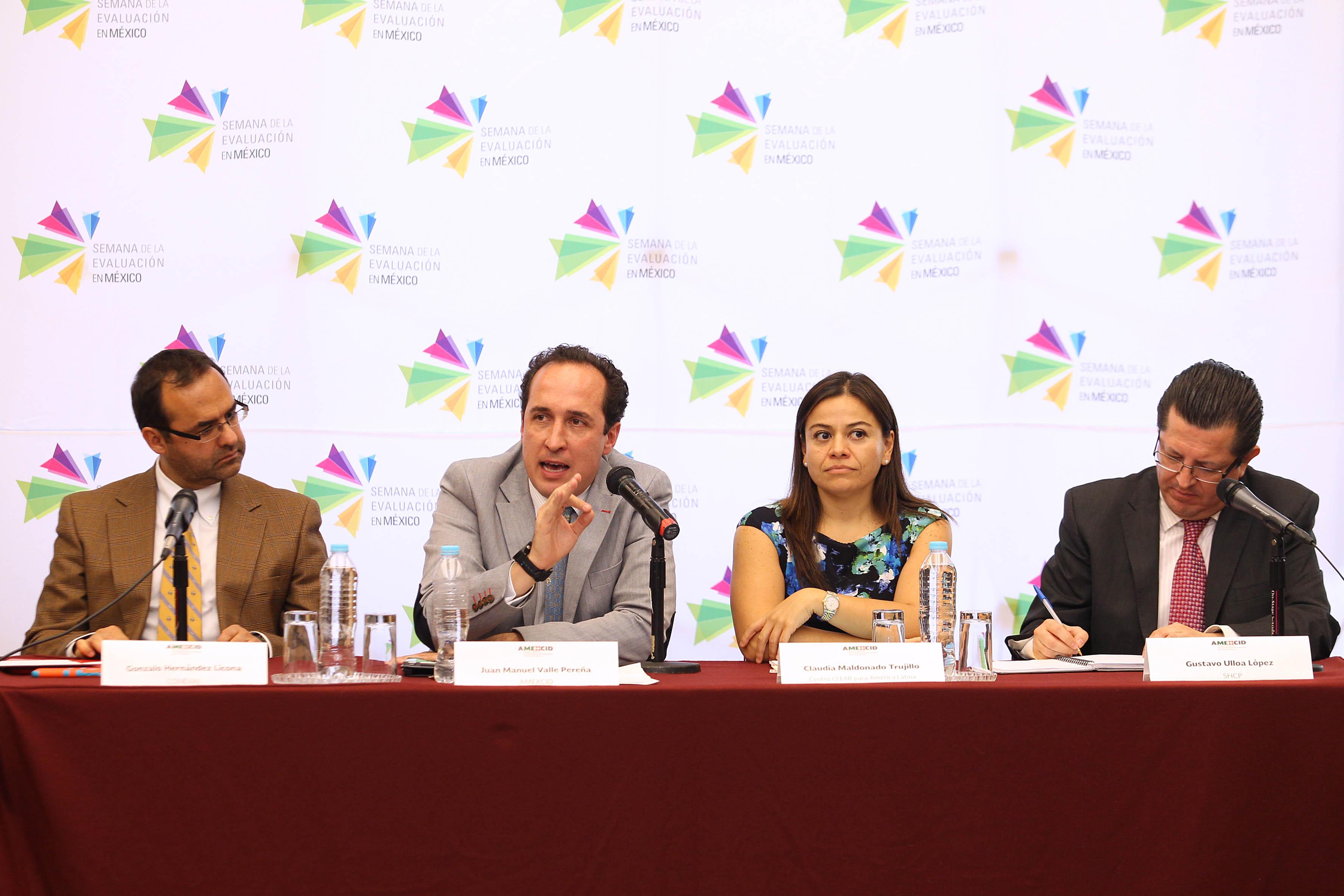 FOTO 3 Juan Manuel Valle Pere a  director ejecutivo de AMEXCID  en la conferencia de prensa de la Semana de la Evaluaci n en M xico 2015jpg