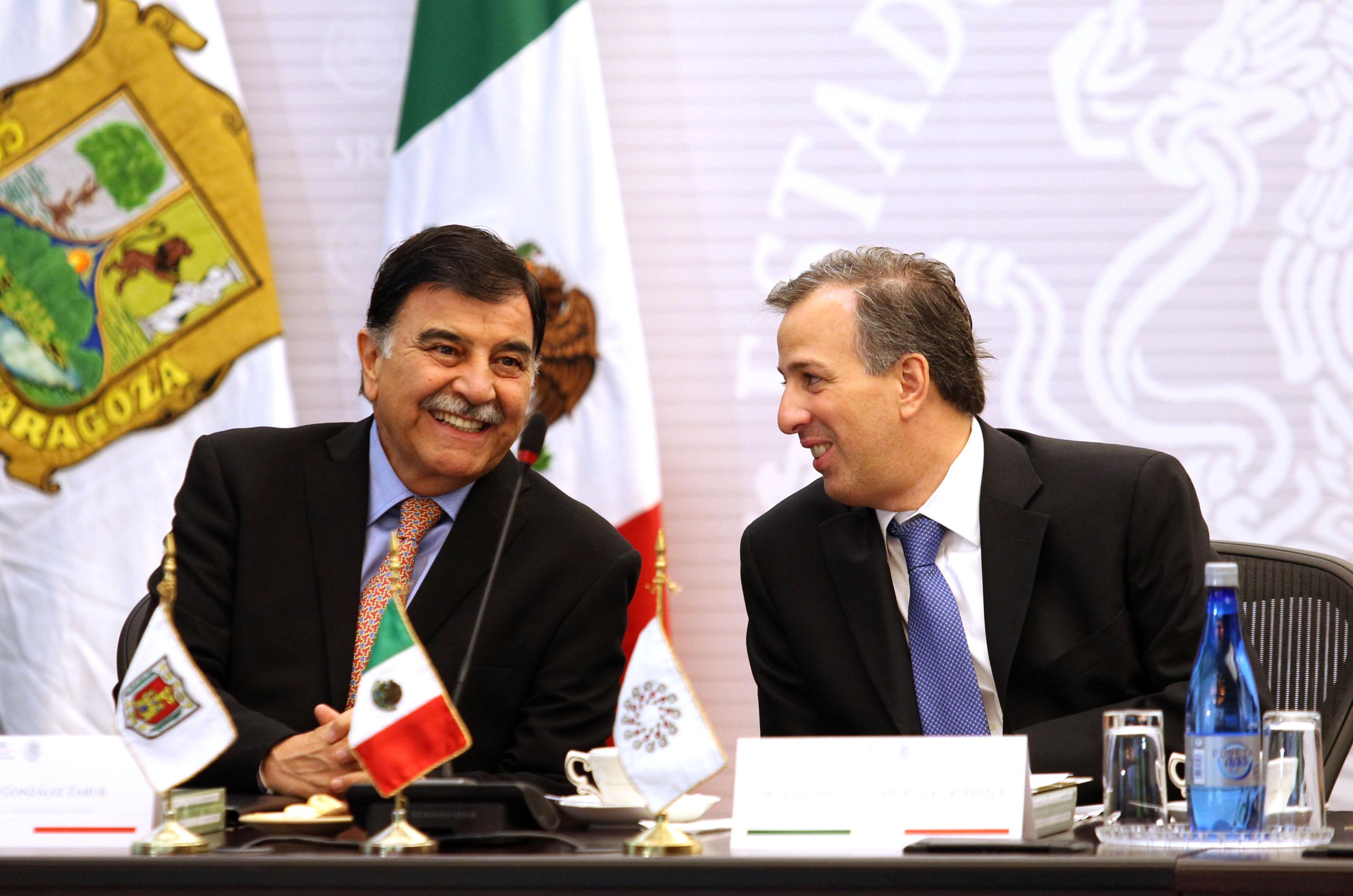 FOTO 1 El canciller Jos  Antonio Meade con Mariano Gonz lez Zarur  gobernador de Tlaxcala  en la reuni n de la CONAGOjpg