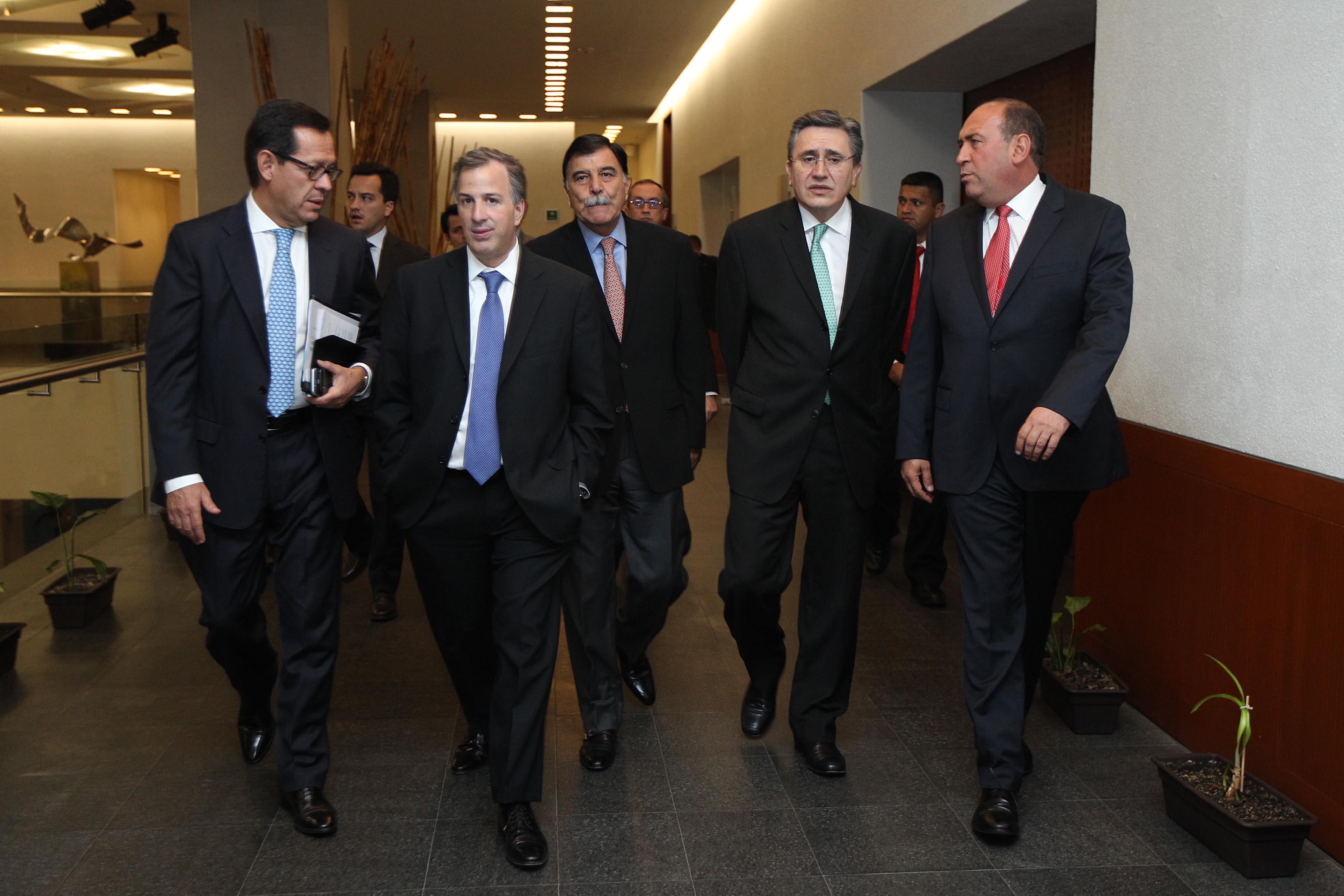 FOTO 2 Roberto Campa  el canciller Jos  Antonio Meade  Mariano Gonz lez Zarur  Luis Ra l Gonz lez y Rub n Moreira  en la reuni  de la CONAGOjpg