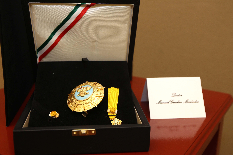 FOTO 3 Condecoraci n de la Orden Mexicana del  guila Aztecajpg