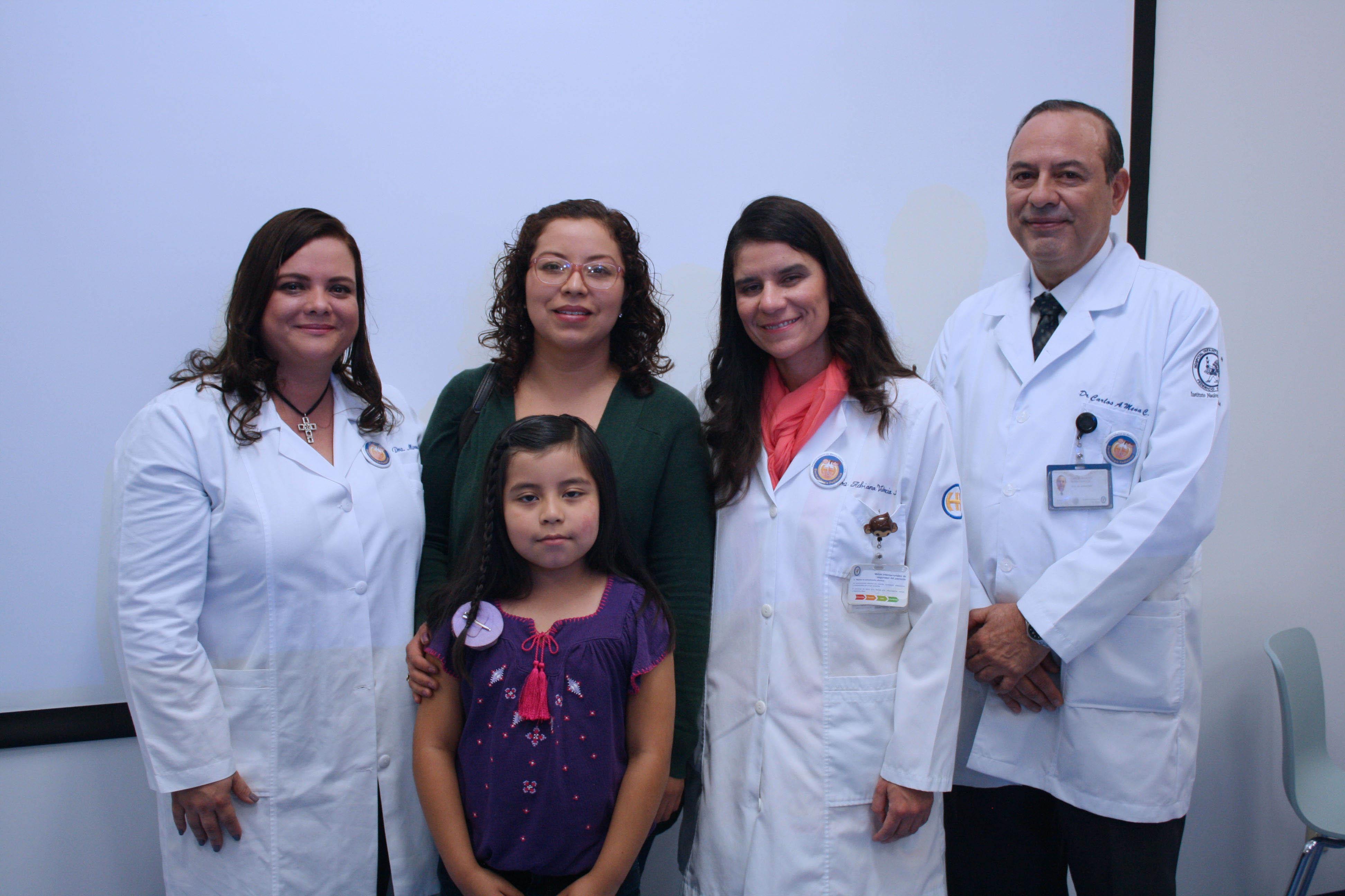 Dr Mena  Dra Toledo  Dra Valencia  Mam  y paciente jpg