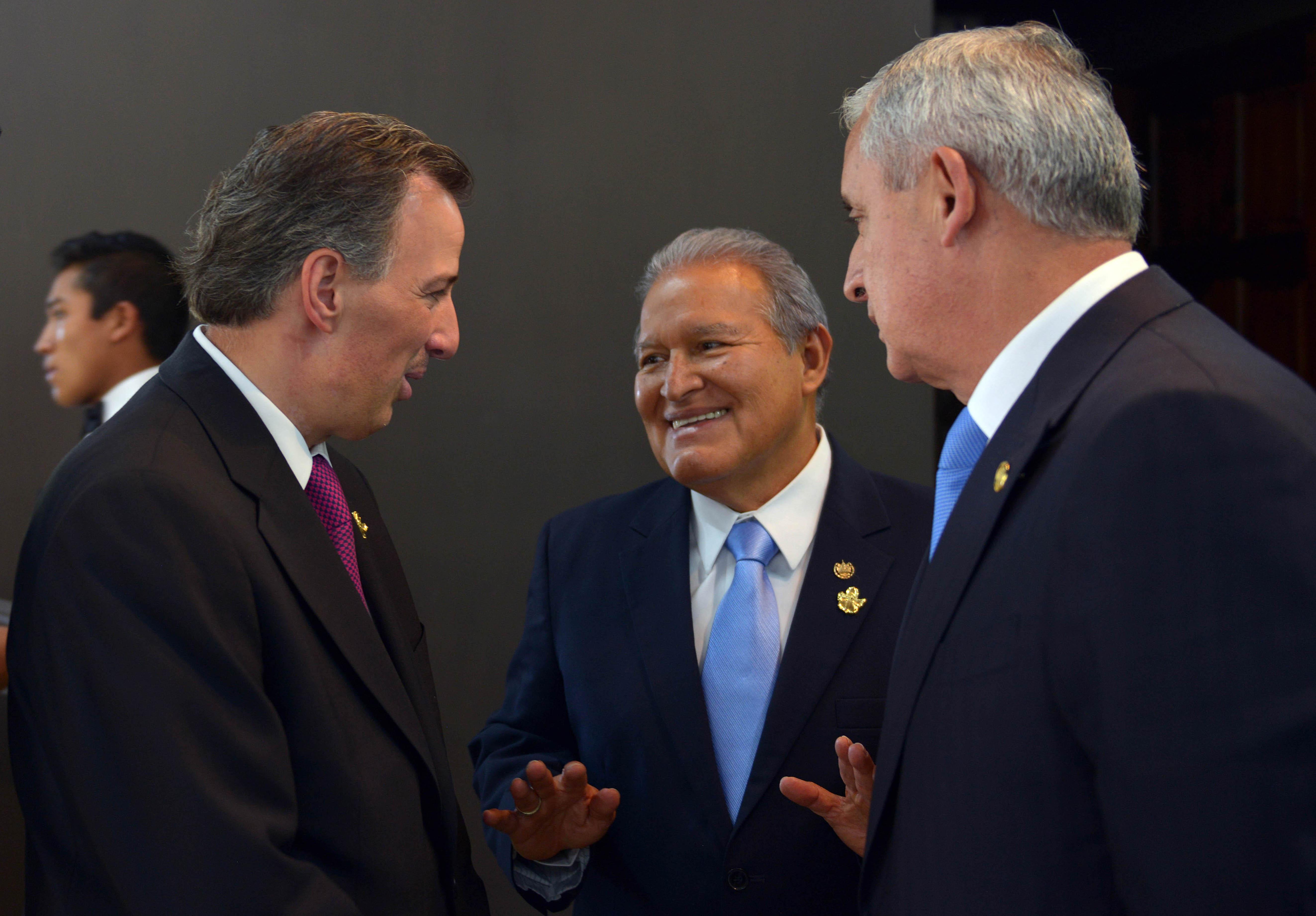 FOTO 2 Canciller Jos  Antonio Meade con los presidentes Salvador S nchez Cer n y Otto P rez Molinajpg