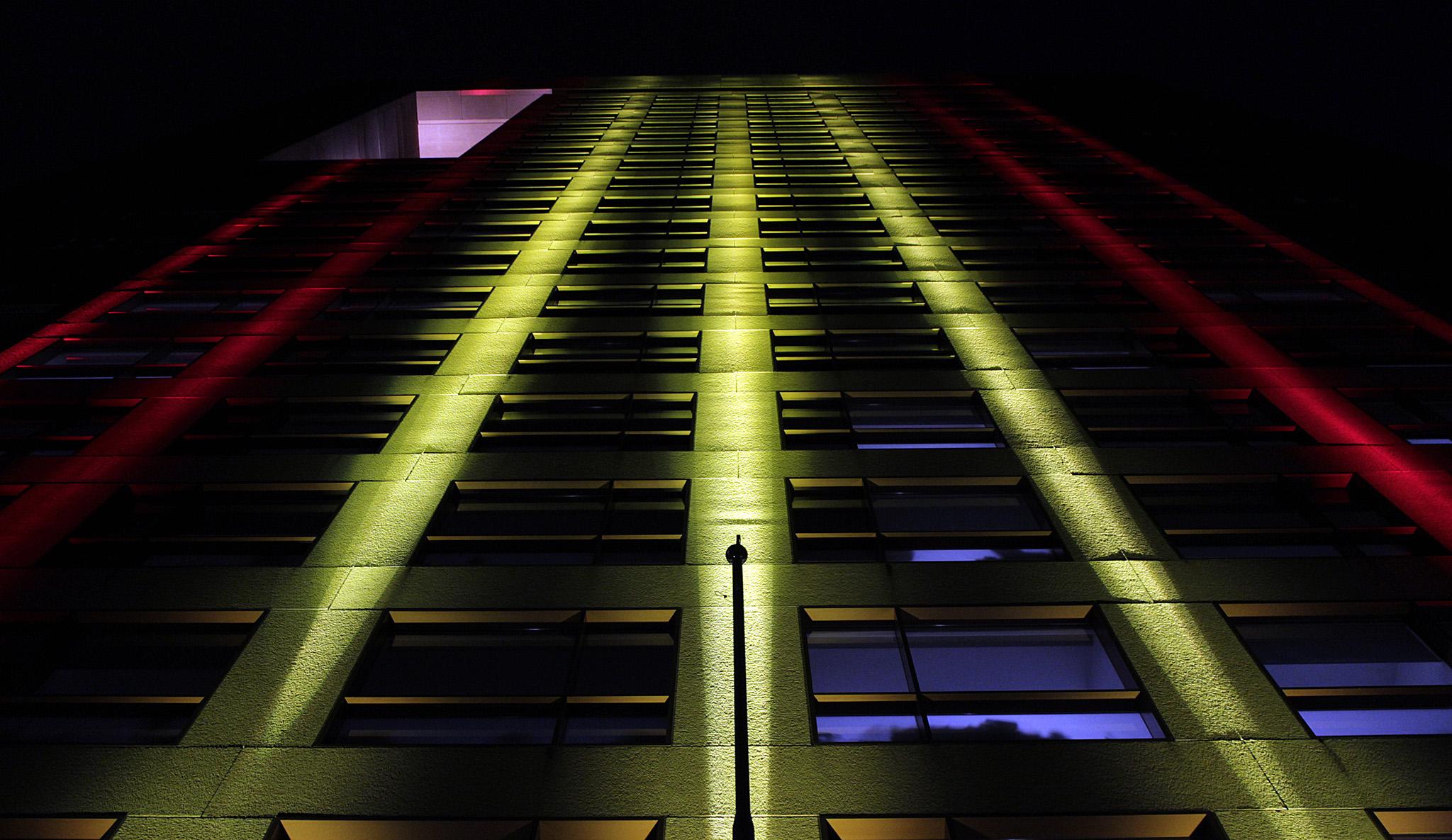 FOTO 3 Edificio de la SRE iluminado con los colores de Espa ajpg