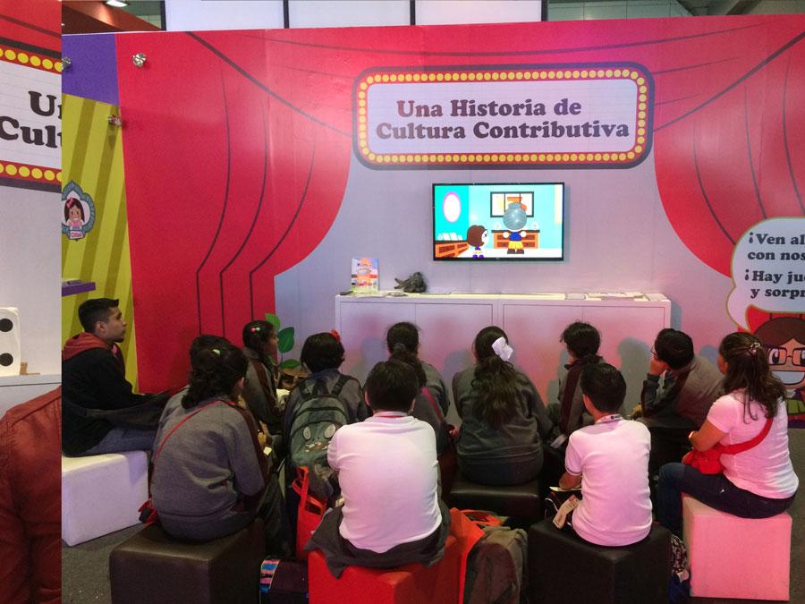 Visitantes de todas las edades se acercaron a participar en las dinámicas como el popular juego de La Oca.