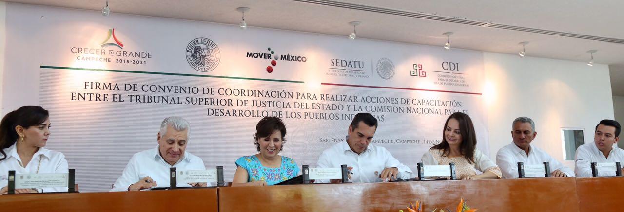La titular de la SEDATU, Rosario Robles estuve presente durante el convenio que realizaron el Tribunal Superior de Justicia de Campeche y la CDI para capacitar a los traductores de lenguas indígenas.