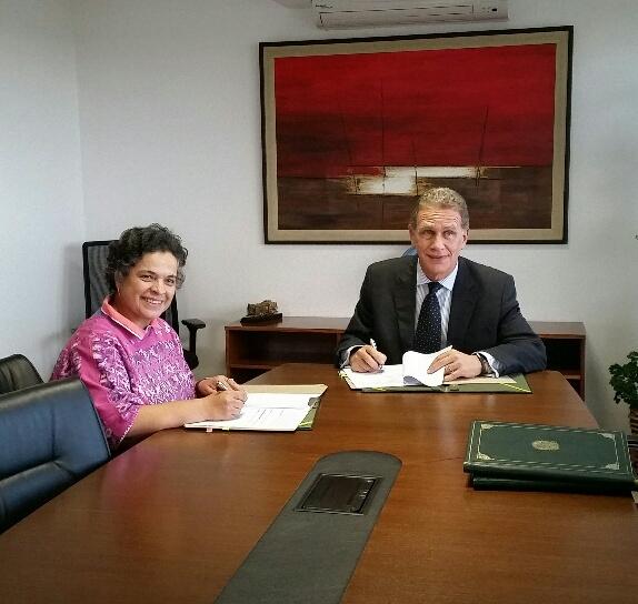 FOTO 1 Embajadora Beatriz Paredes Rangel con el director de la Agencia Brasile a de Cooperaci n  embajador Fernando Abreujpg