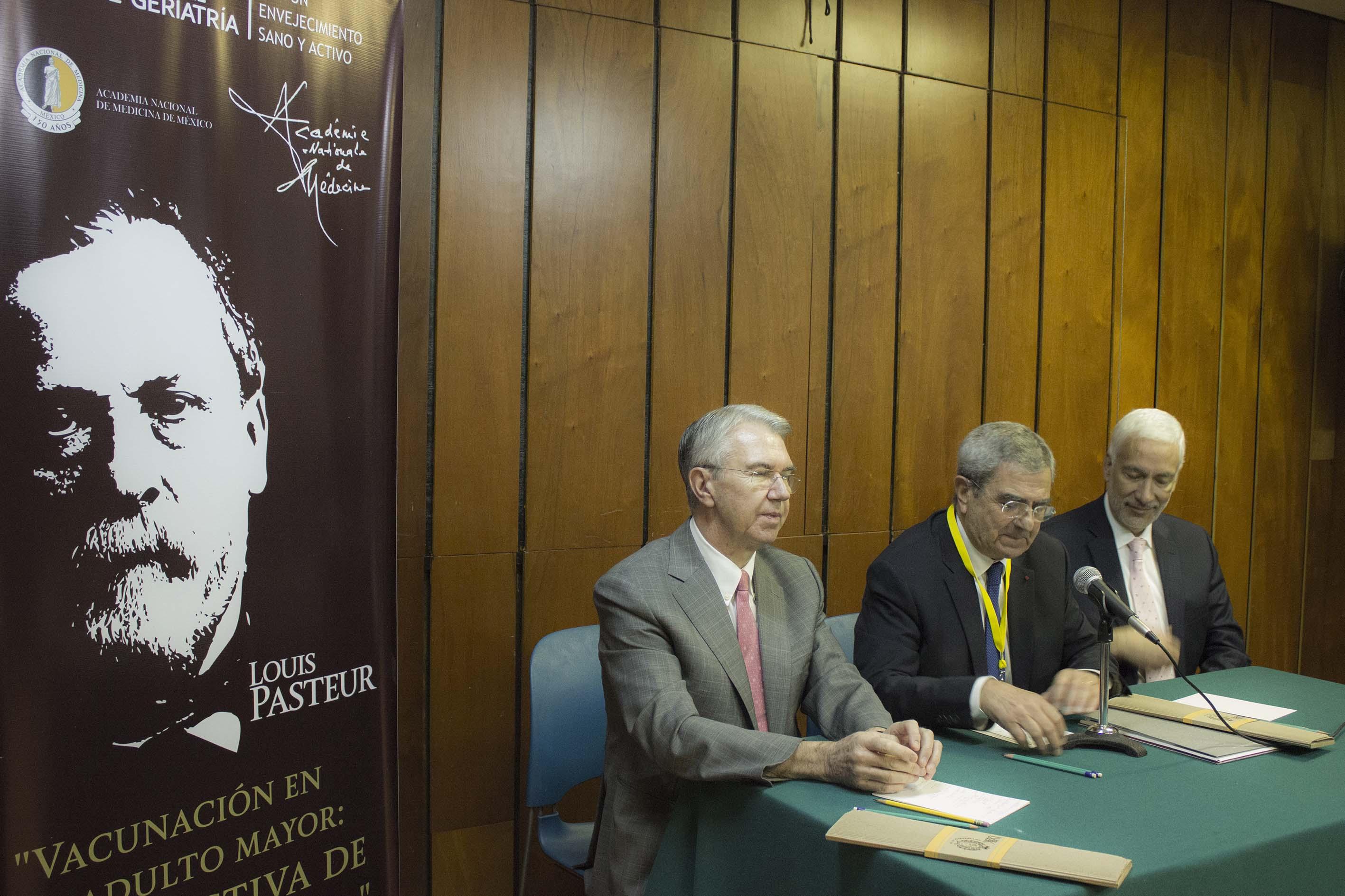 CONFERENCIA DE PRENSA VACUNACIu00D3N EN EL ADULTO MAYOR PERSPECTIVA DE CURSO DE VIDA261114  2 .jpg