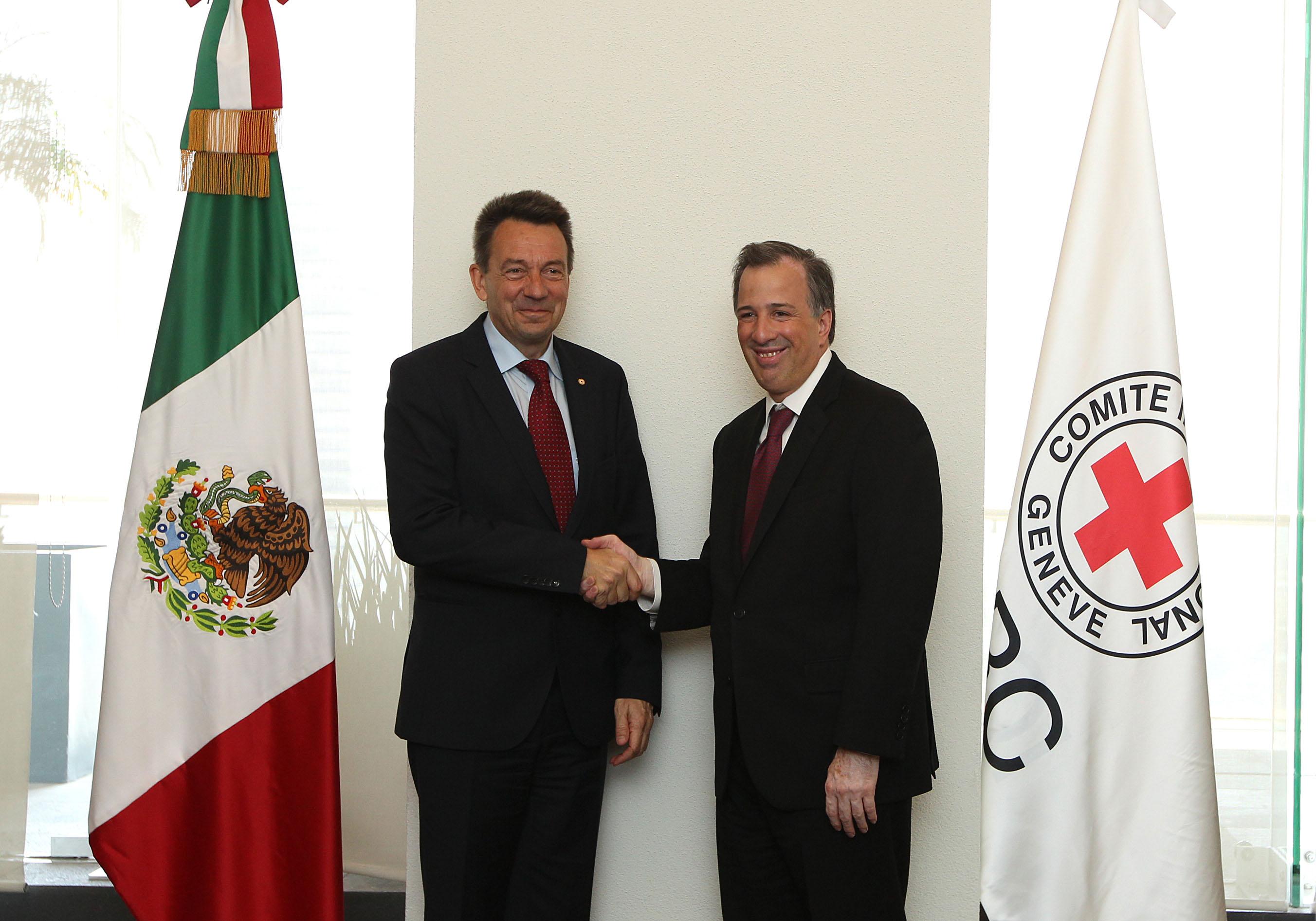FOTO 1 El canciller Jos  Antonio Meade se reuni  con el presidente del Comit  Internacional de la Cruz Roja  Peter Maurerjpg