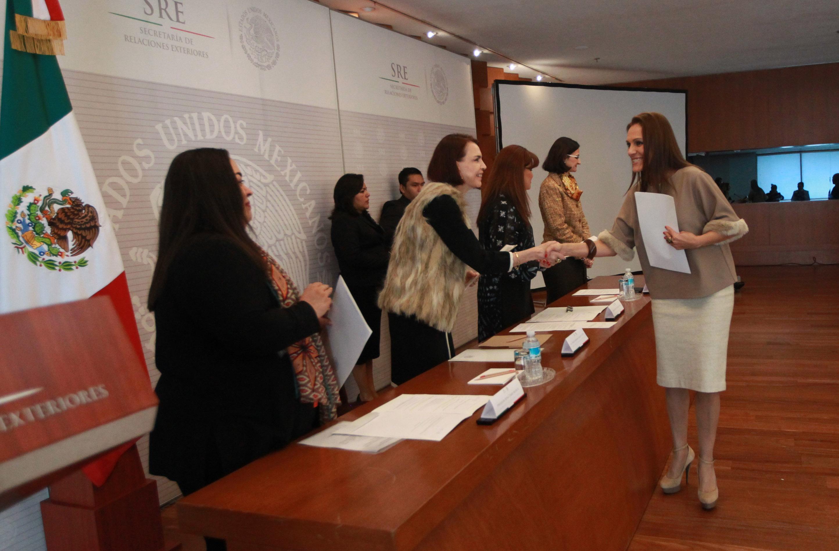 Reciben sus cartas de naturalización 84 nuevos mexicanos