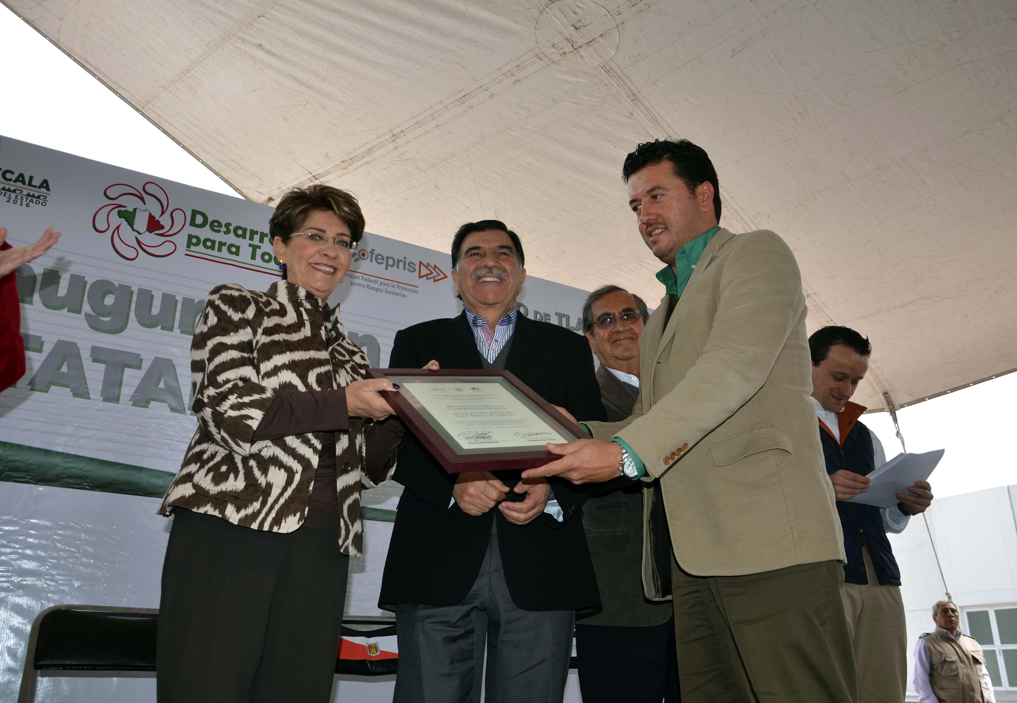 030215 Inauguraciu00F3n del Laboratorio Estatal de Salud  Publica 02jpg