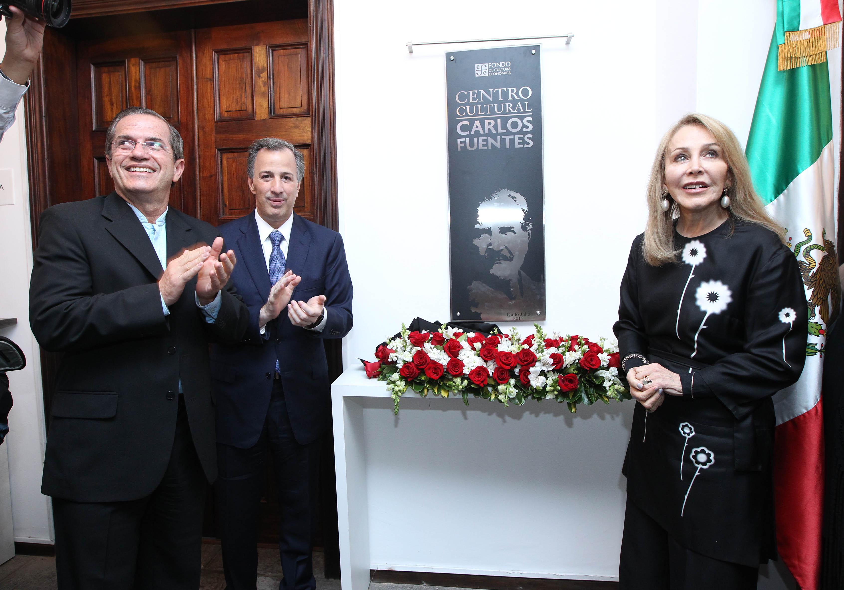 FOTO 3 Ministro Ricardo Pati o Aroca  el canciller Jos  Antonio Meade y la escritora Sylvia Lemus viuda de Fuentes.jpg
