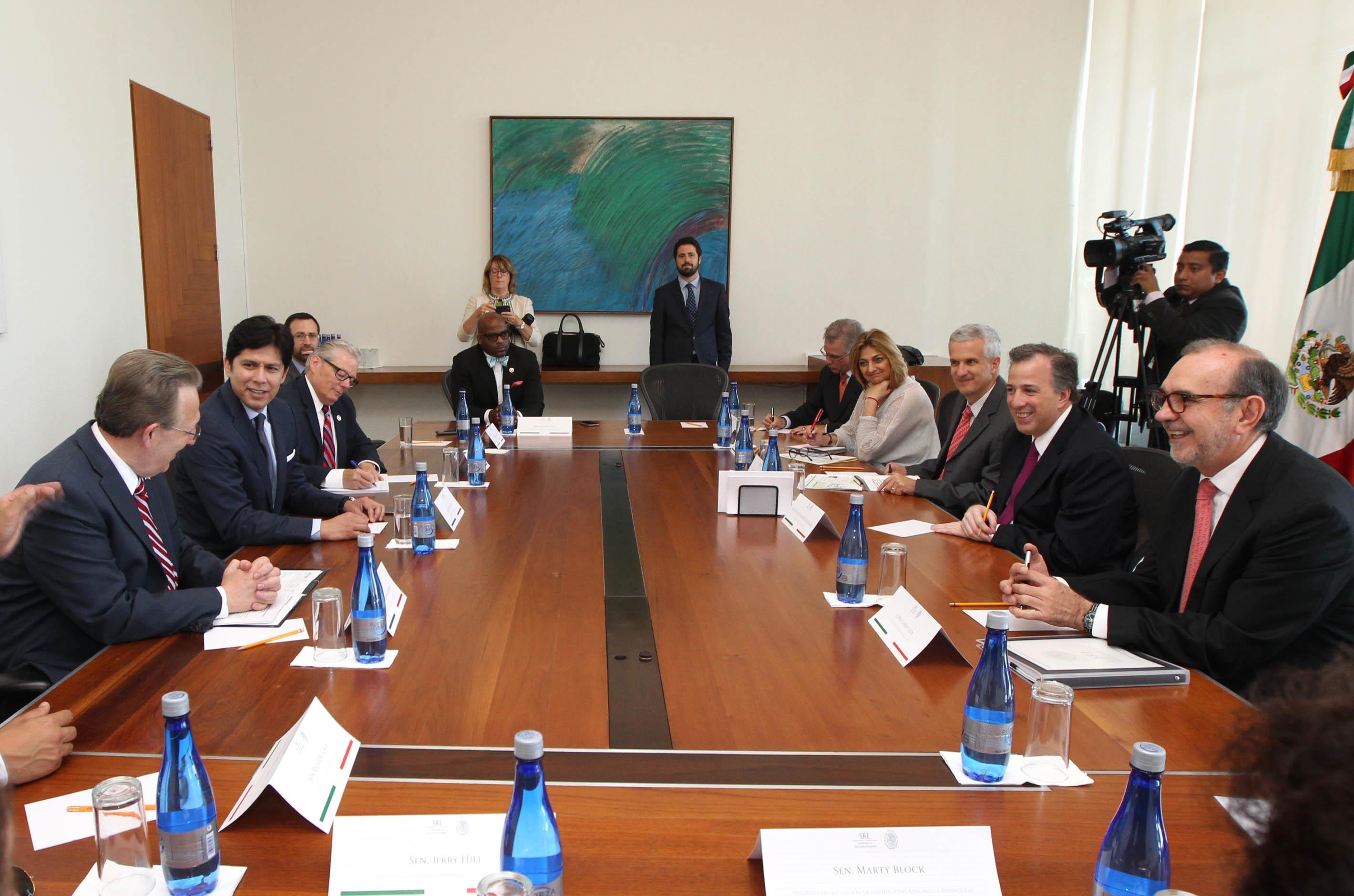 FOTO 2 Reuni n del canciller Jos  Antonio Meade con senadores del estado de California.jpg