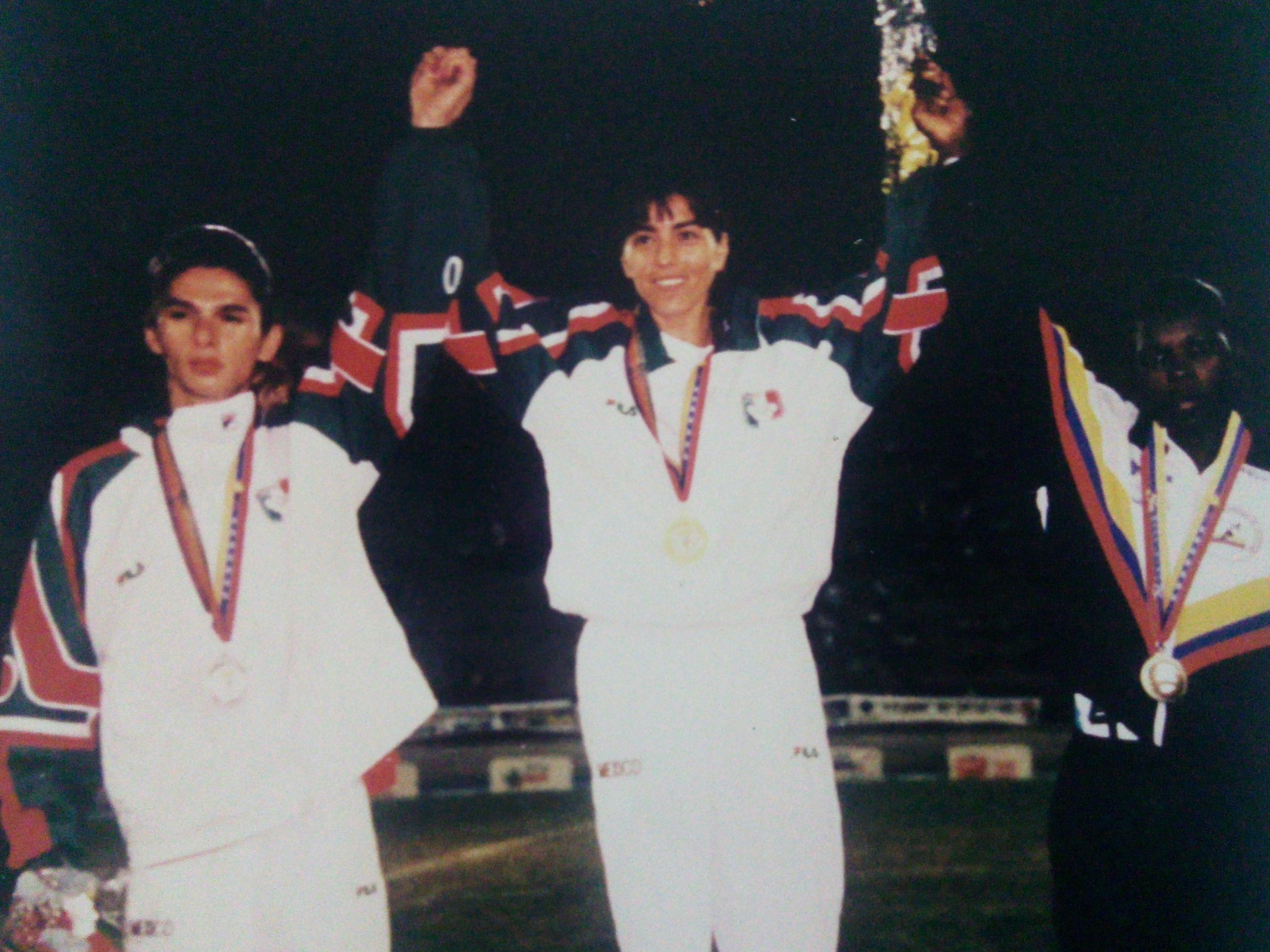 41 Nora Leticia medalla de orojpg