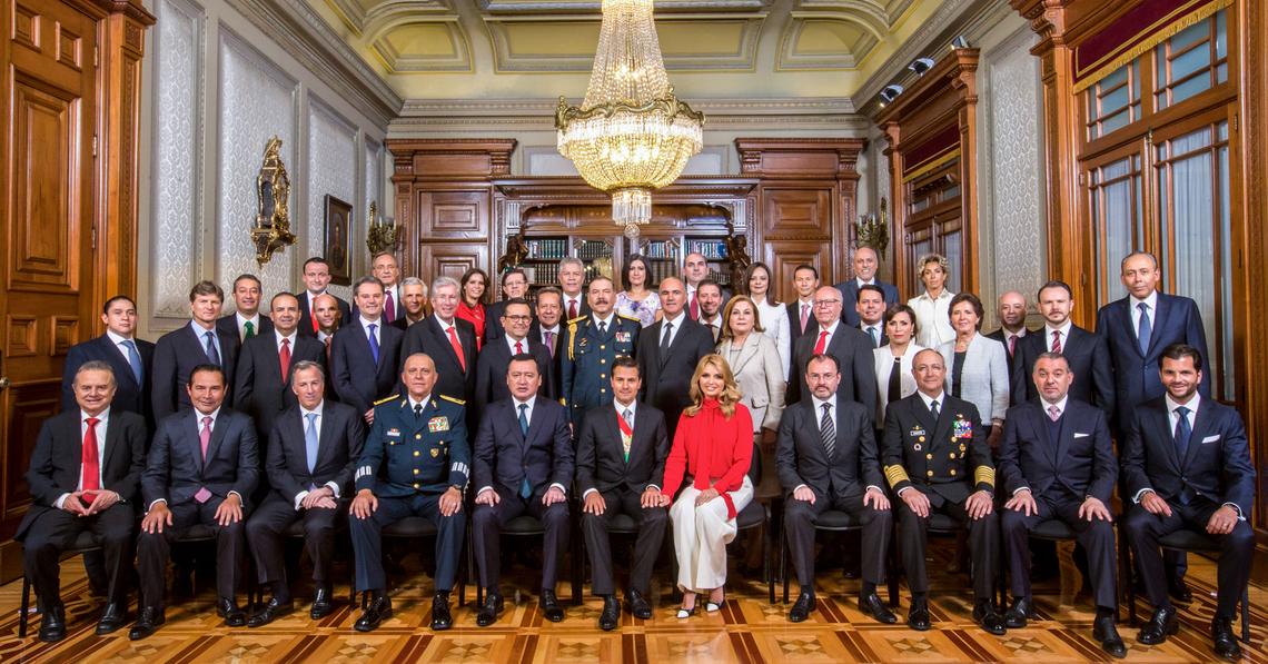 Large fotografia oficial gabinete ampliado baja
