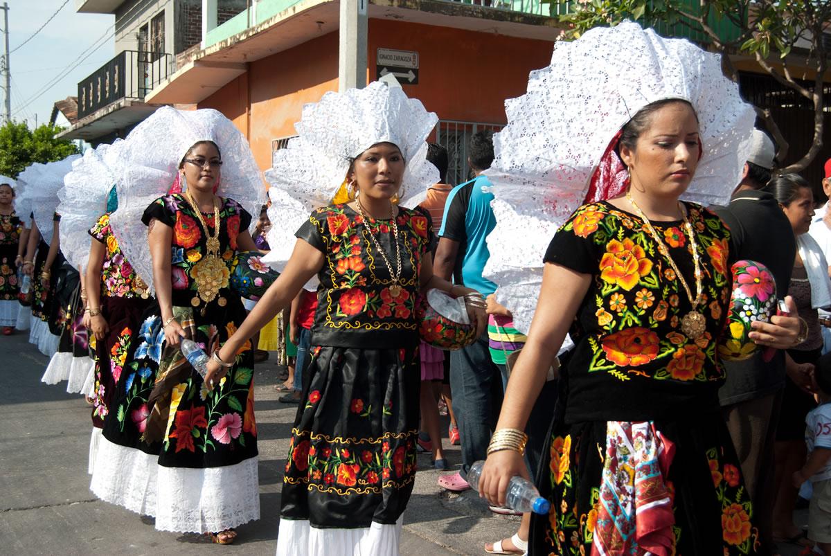 Confusiones de los que nos quieren distinguir entre indios y mexicanos. - Página 2 Zapoteco-dsc8167