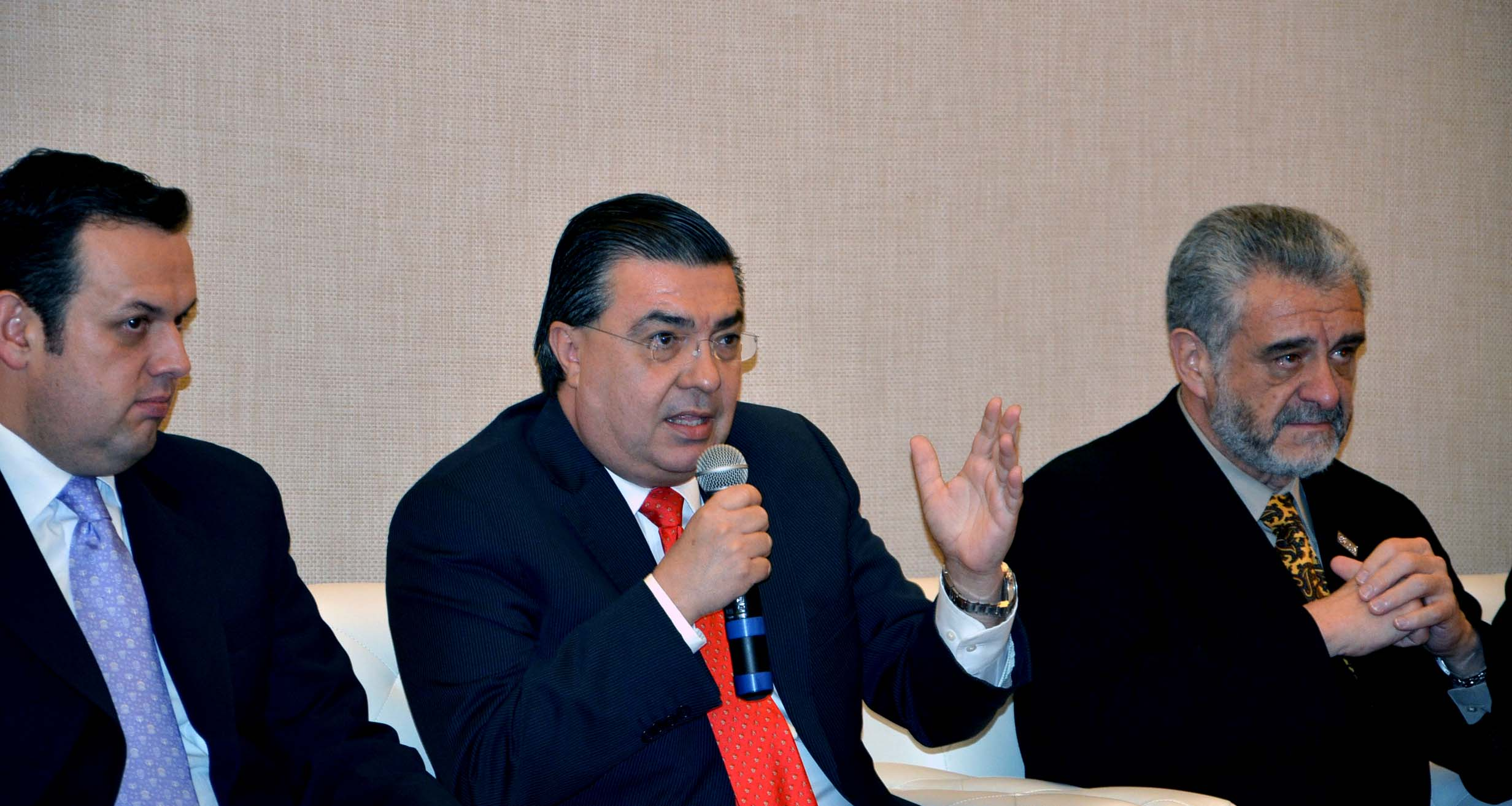 Ernesto Echeverria4.jpg