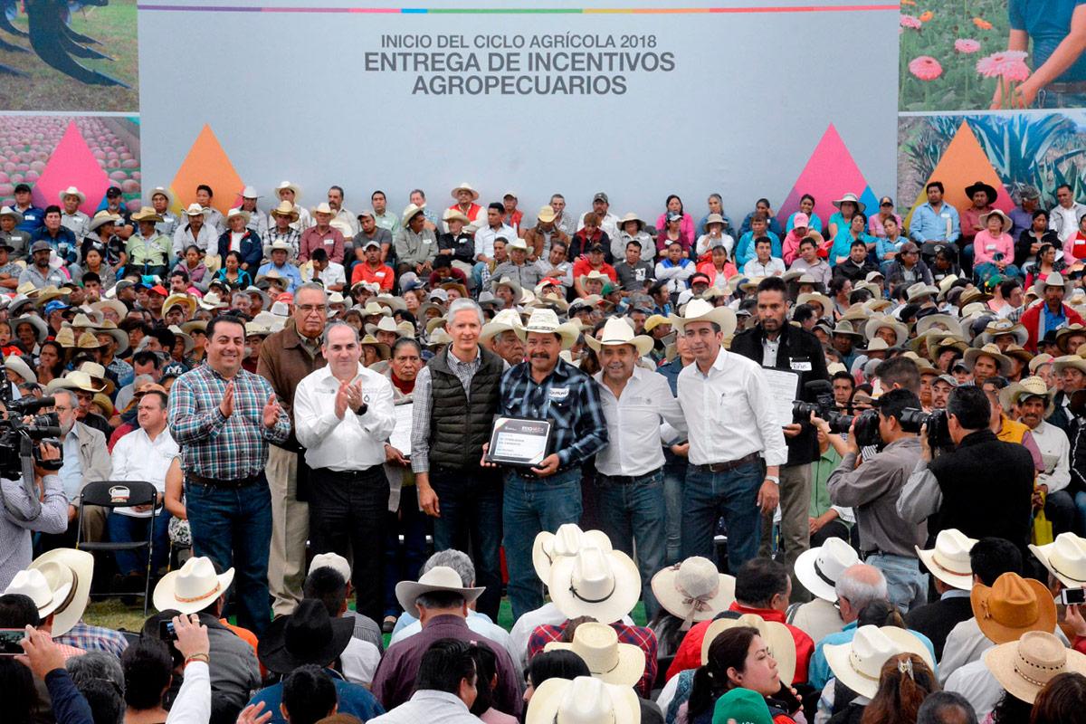 Los apoyos brindados a los agricultores del Estado de México, por medio de diferentes programas, ascienden a más de 475 millones de pesos.