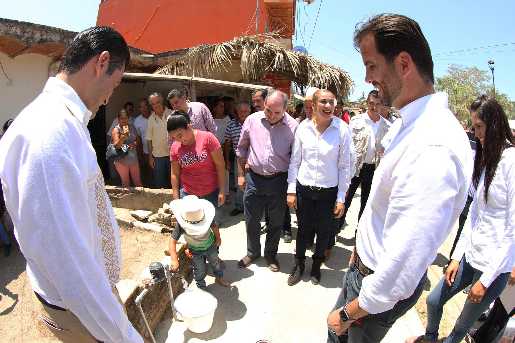 Rafael Pacchiano Alamán, destacó que las redes de alcantarillado y agua potable entregadas hoy aumentan la cobertura de esos servicios en beneficio de la población de esa localidad.