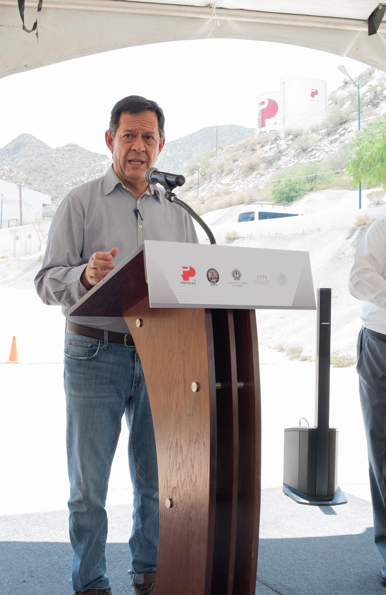 El Titular de la STPS Roberto Campa hablando durante el Recorrido mina Velardeña-Peñones en el Día Mundial de la Seguridad y Salud en el Trabajo 2018