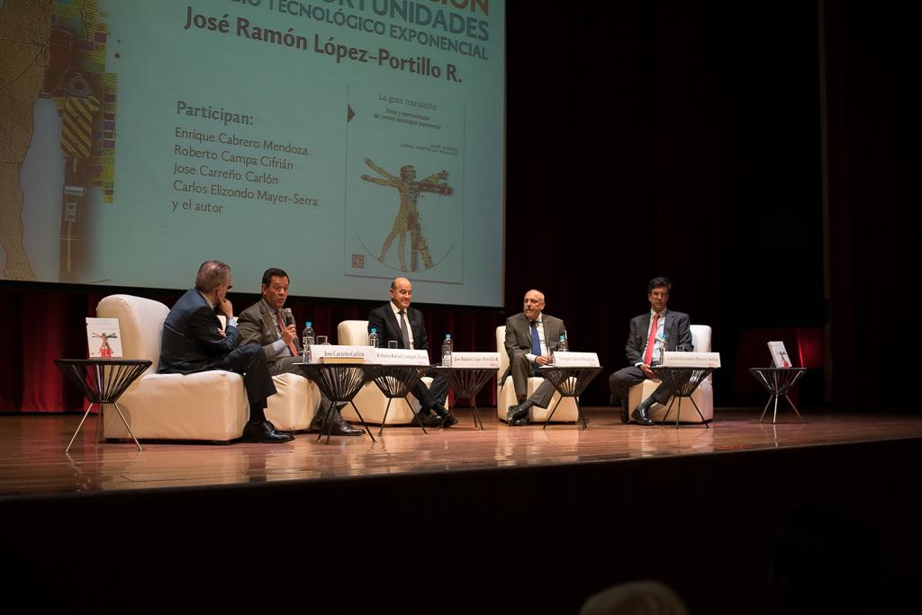 """Foto del podium de la presentación del libro """"La Gran Transición, Retos y Oportunidades del Cambio Tecnológico Exponencial"""" de José Ramón López Portillo"""