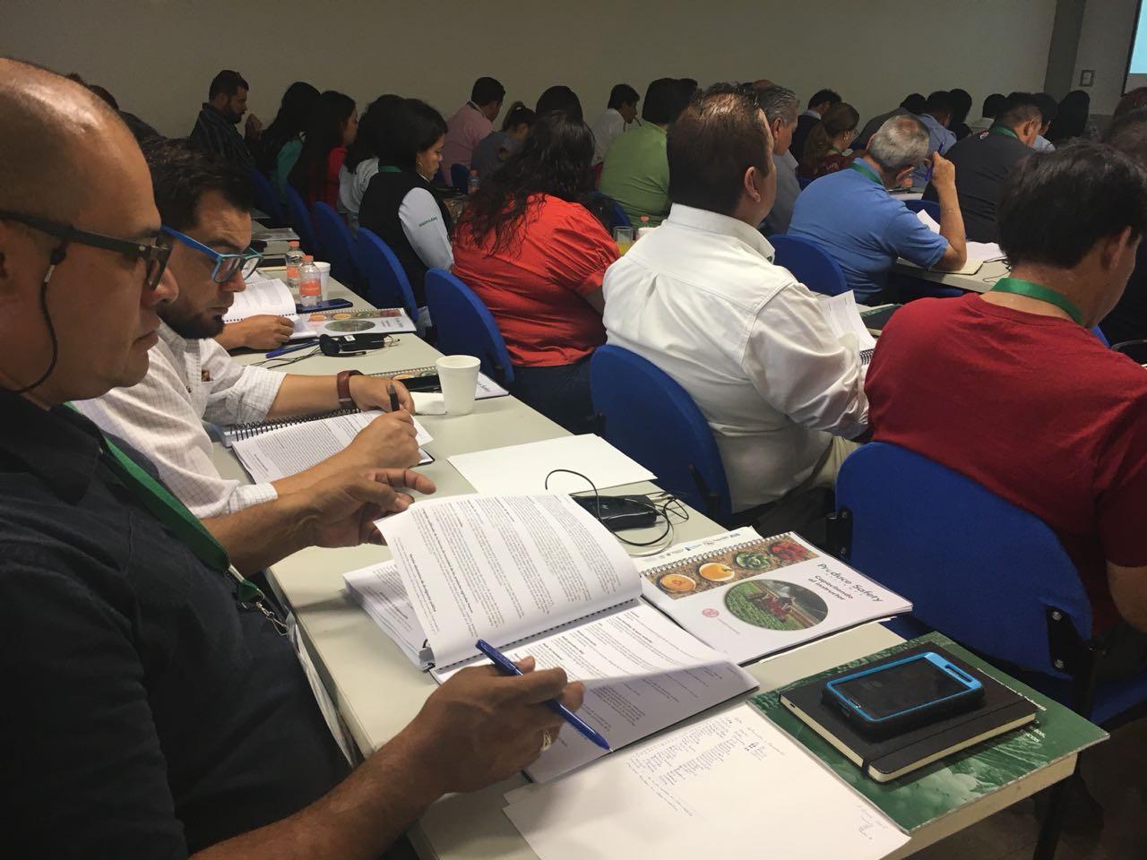 Técnicos de diferentes áreas se reúnen en el Foro Internacional de Alimentos Sanos