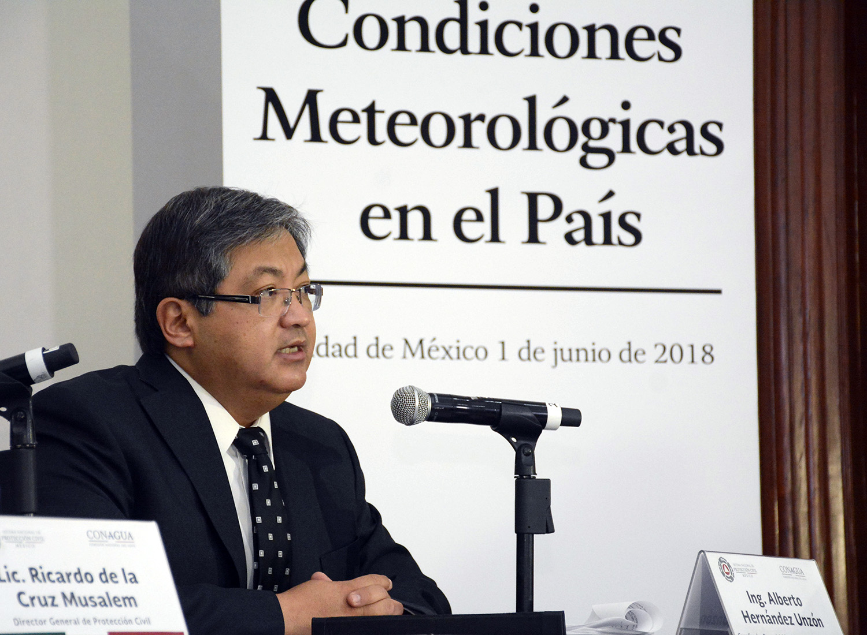Se registra una intensa y prolongada onda de calor en la mayor parte del territorio nacional con temperaturas de hasta 49 grados centígrados en Sinaloa, informó Alberto Hernández Unzón.
