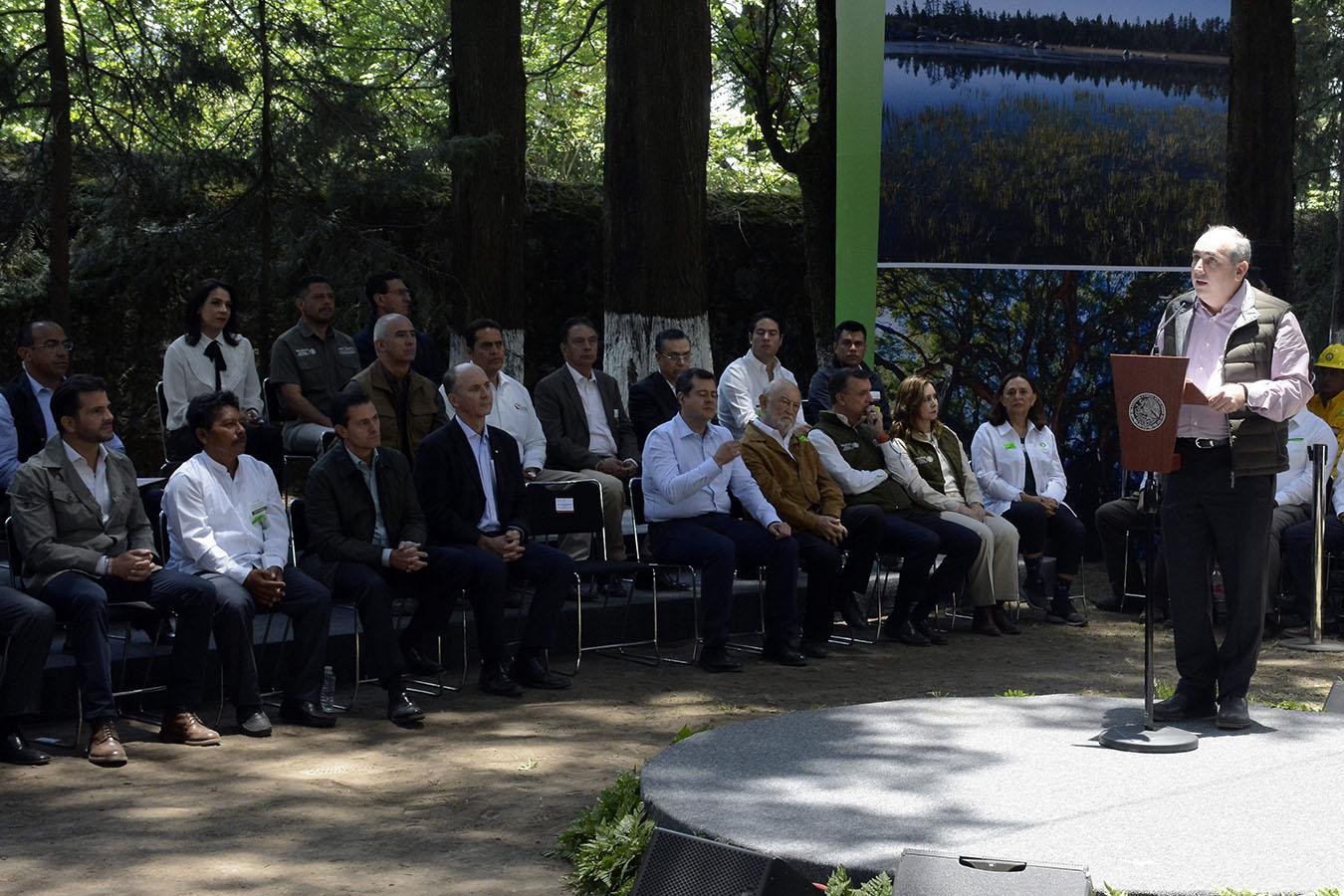 El Director General de la Conagua, Roberto Ramírez de la Parra, asistió a la Promulgación de la Ley General de Desarrollo Forestal Sustentable y Firma de Decretos de Reserva de Agua, en el marco del Día Mundial del Medio Ambiente.