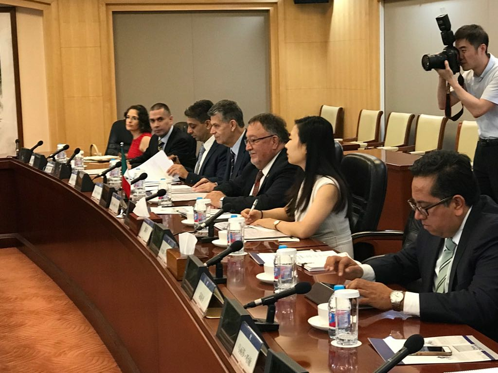 El director en Jefe del SENASICA, Enrique Sánchez, acudió a China para afinar detalles del convenio