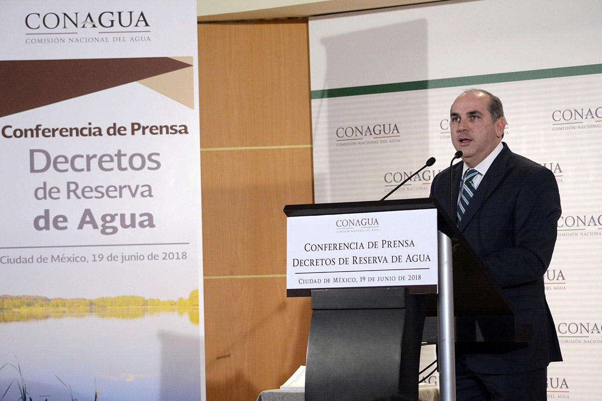 El Gobierno de la República no presentará ningún tipo de iniciativa de Ley General de Aguas que busque privatizar el agua, afirmó Roberto Ramírez de la Parra.