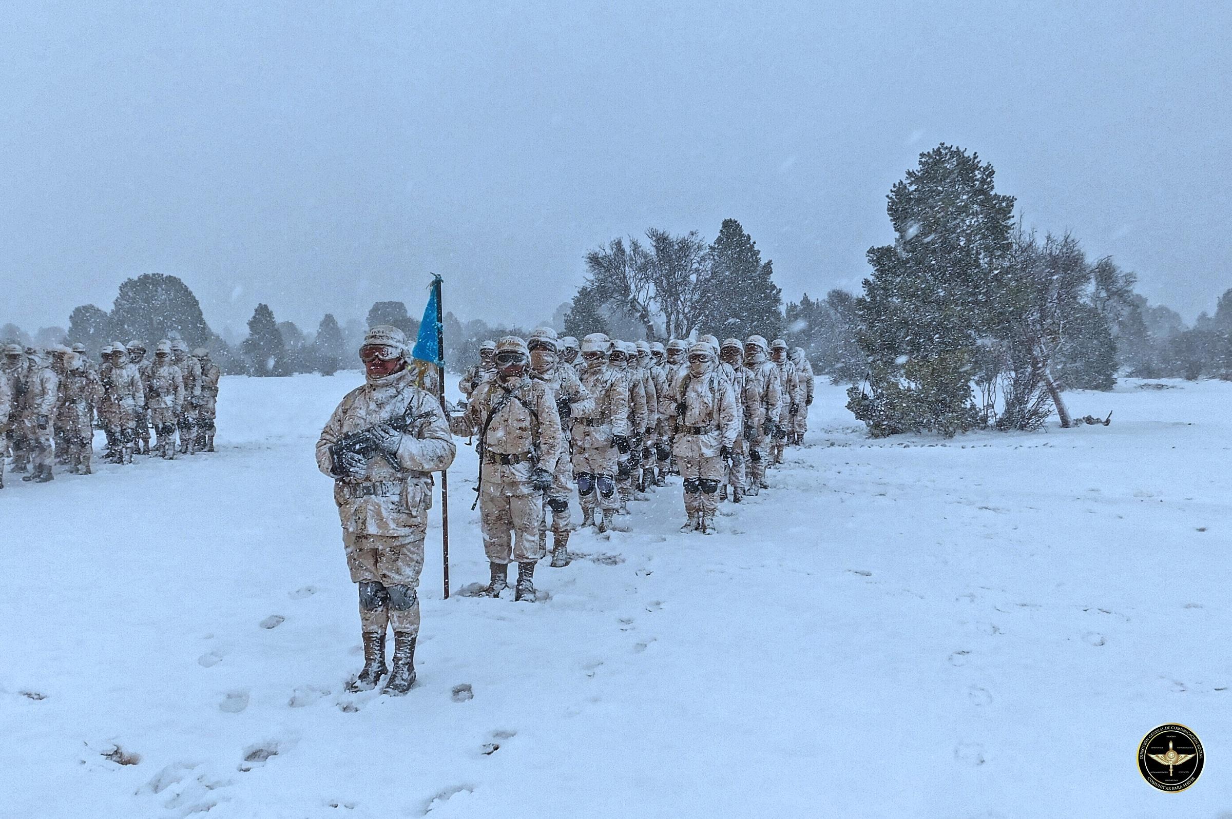 Personal militar del Ejército Mexicano en la nieve.