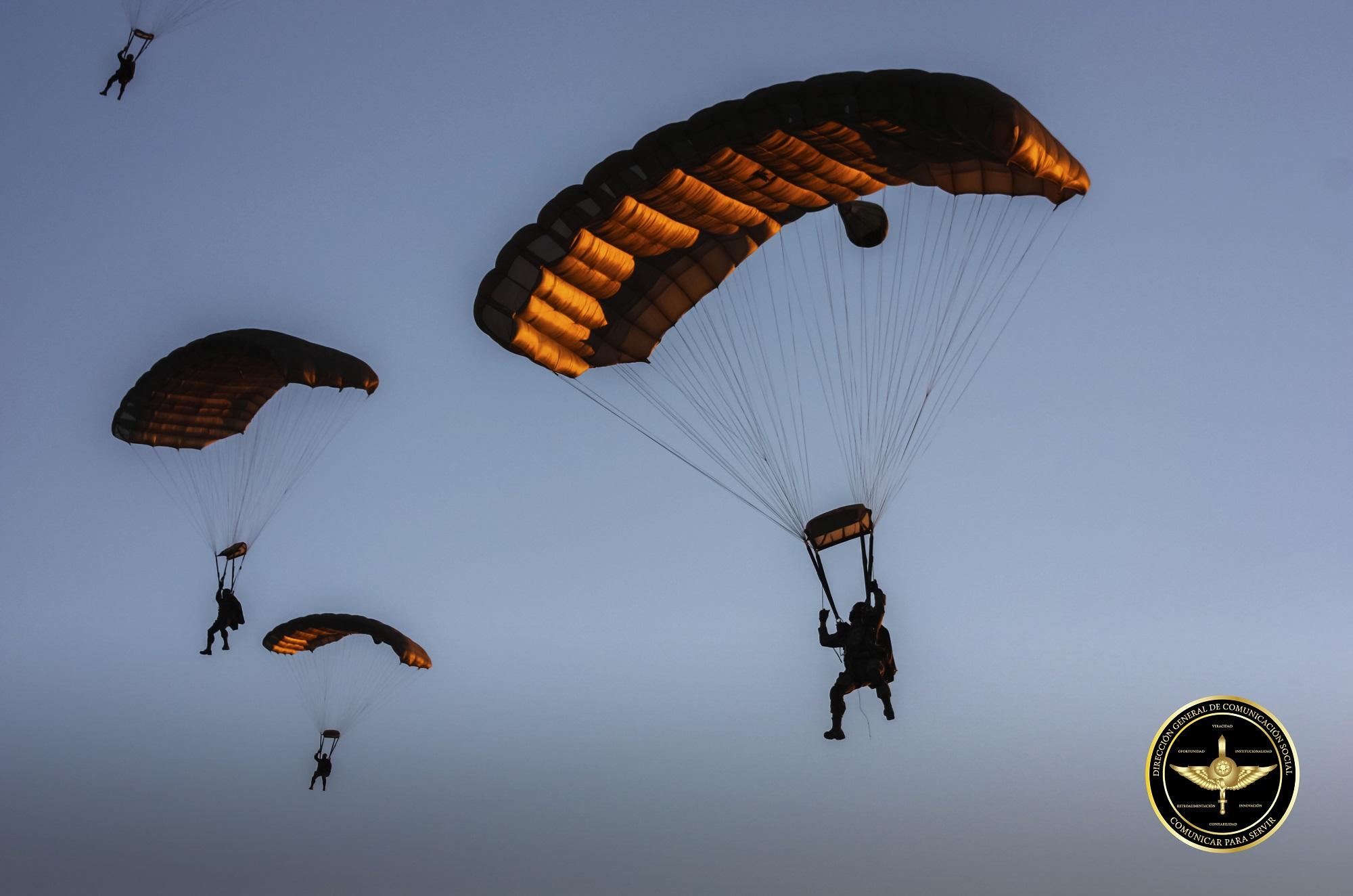 Paracaidistas del Ejército Mexicano.