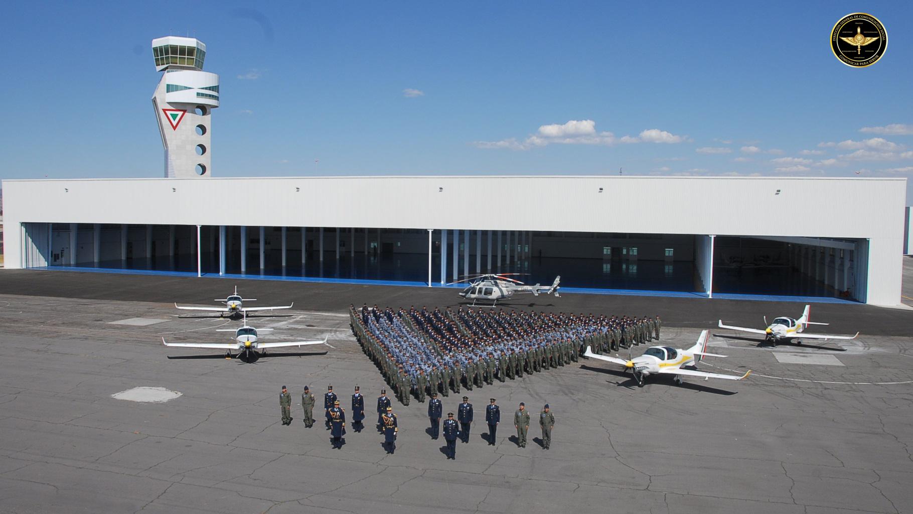 Instalaciones y personal militar del Colegio del Aire.