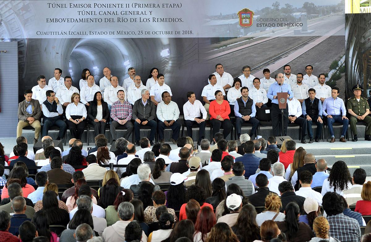 El Director General de la Conagua, Roberto Ramírez de la Parra, hizo entrega al Presidente de México, Enrique Peña Nieto, las obras concluidas del Túnel Emisor Poniente II (primera etapa), del Túnel Canal General y del embovedamiento del Río de los Remedios.