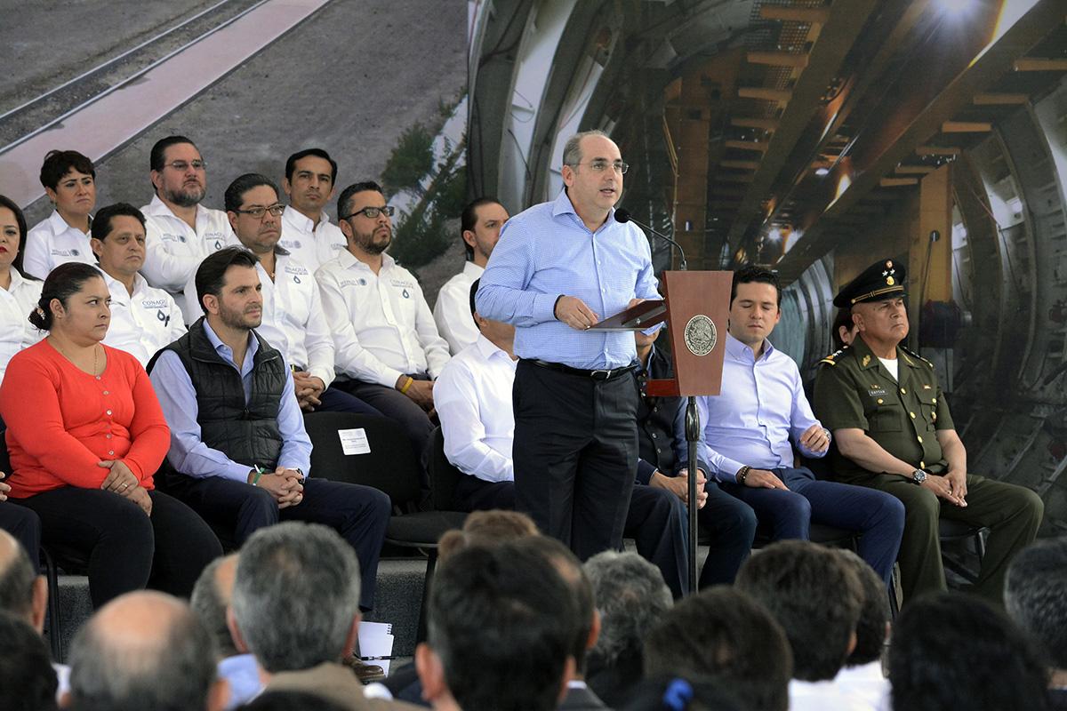 El titular de la Conagua mencionó que estas obras permiten que la población del Valle de México cuente con mejor infraestructura de drenaje y se aumente la seguridad ante el riesgo por inundaciones.