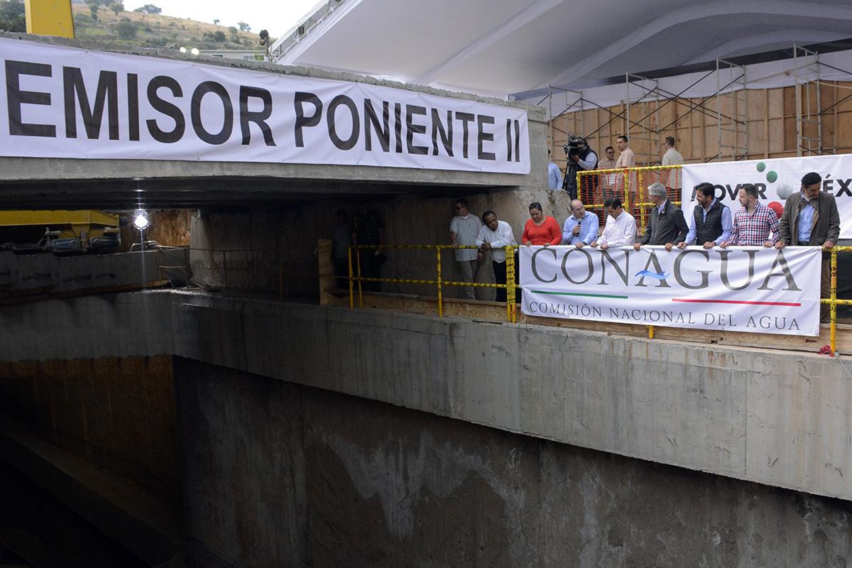 Con la entrega finalizada de la primera etapa del Túnel Emisor Poniente II se conducirán los escurrimientos del Río San Javier y Xochimanga, lo que permitirá que el norponiente del Valle de México incremente en 50 por ciento su capacidad de desalojo de agua, además facilitará las tareas de mantenimiento durante la temporada de estiaje.