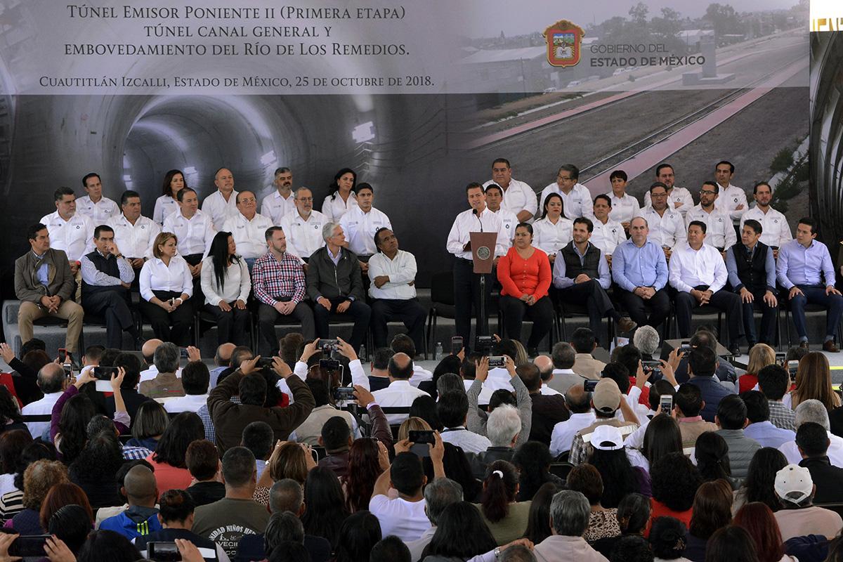 El Presidente de México, Enrique Peña Nieto, expresó su satisfacción de entregar tres megaproyectos que benefician a los habitantes del Estado y la Ciudad de México a cinco semanas de que concluya su gobierno.