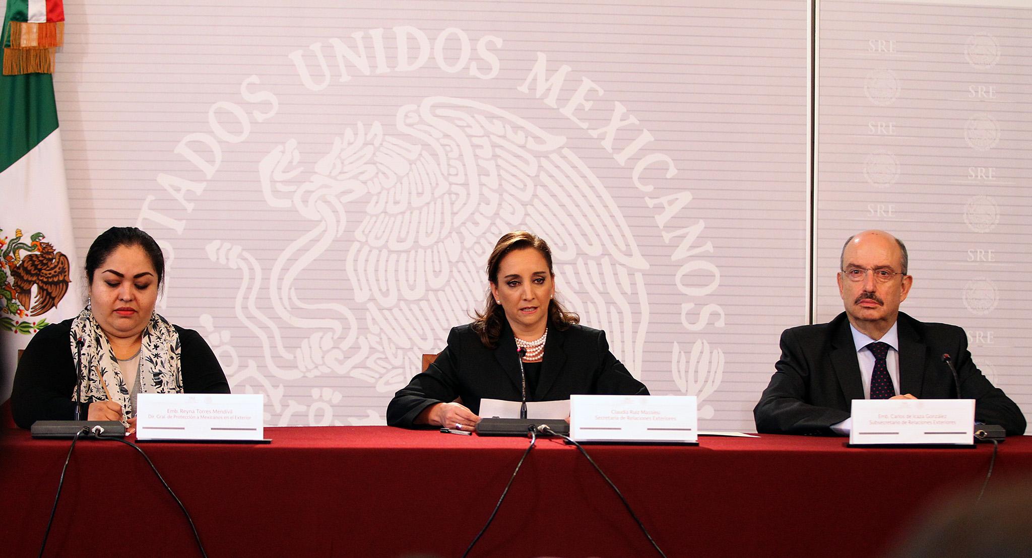 FOTO 2 Embajadora Reyna Torres  canciller Claudia Ruiz Massieu y el embajador Carlos de Icaza.jpg