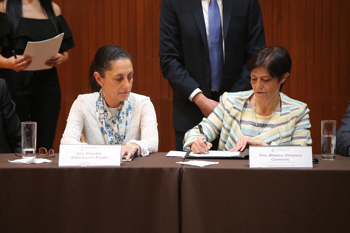 El convenio firmado hoy permitirá mejorar la regulación y el desalojo de las aguas pluviales y residuales del Valle de México mediante la incorporación de 4 nuevas estructuras hidráulicas, así como por la actualización de las reglas de operación del protocolo
