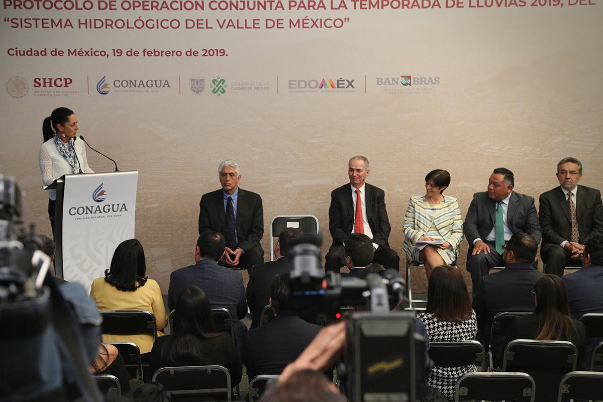 El Vocal Ejecutivo de la CAEM destacó que la firma del protocolo da certeza administrativa y operativa al Gobierno del Estado de México, para atender cualquier emergencia con el respaldo de la Ciudad de México y de la Conagua, mediante una coordinación profunda e intensiva.