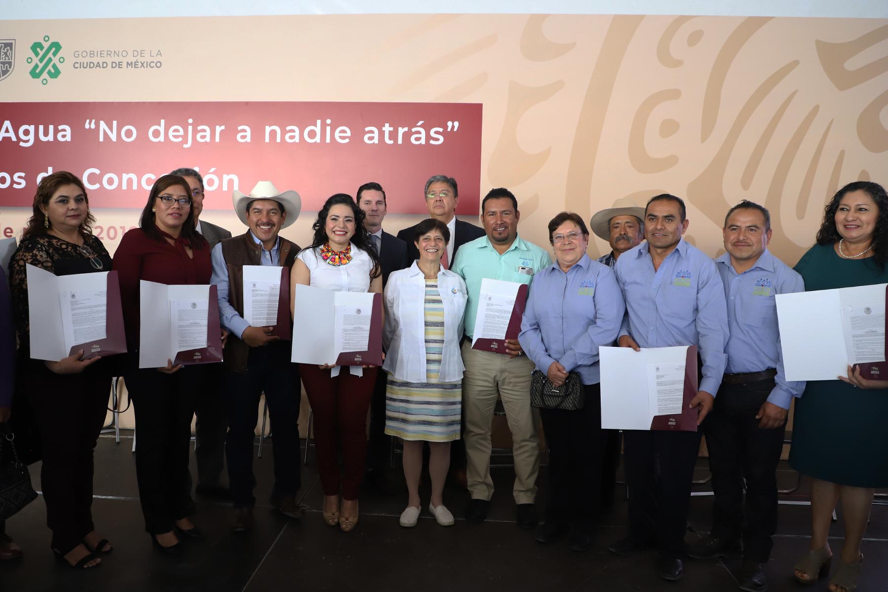 Usuarios de Guerrero, Hidalgo y del Valle de México recibieron títulos de concesión de las aguas nacionales, como parte de la conmemoración del Día Mundial del Agua.