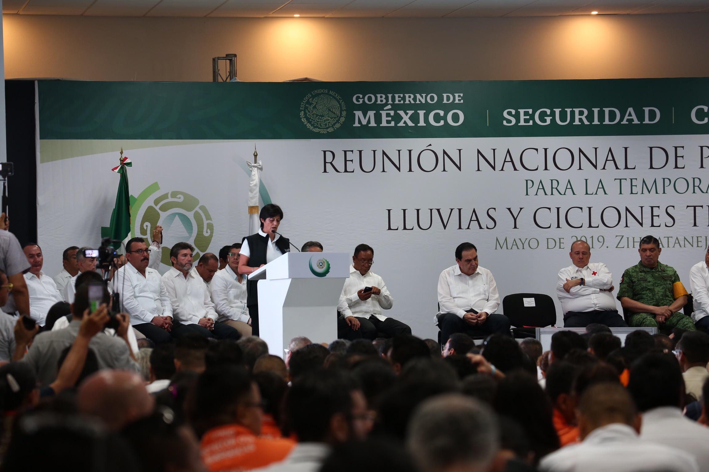 Ante el riesgo potencial que representan los ciclones, Blanca Jiménez destacó que la Conagua cuenta con un plan de actuación para antes, durante y después de que ocurran.