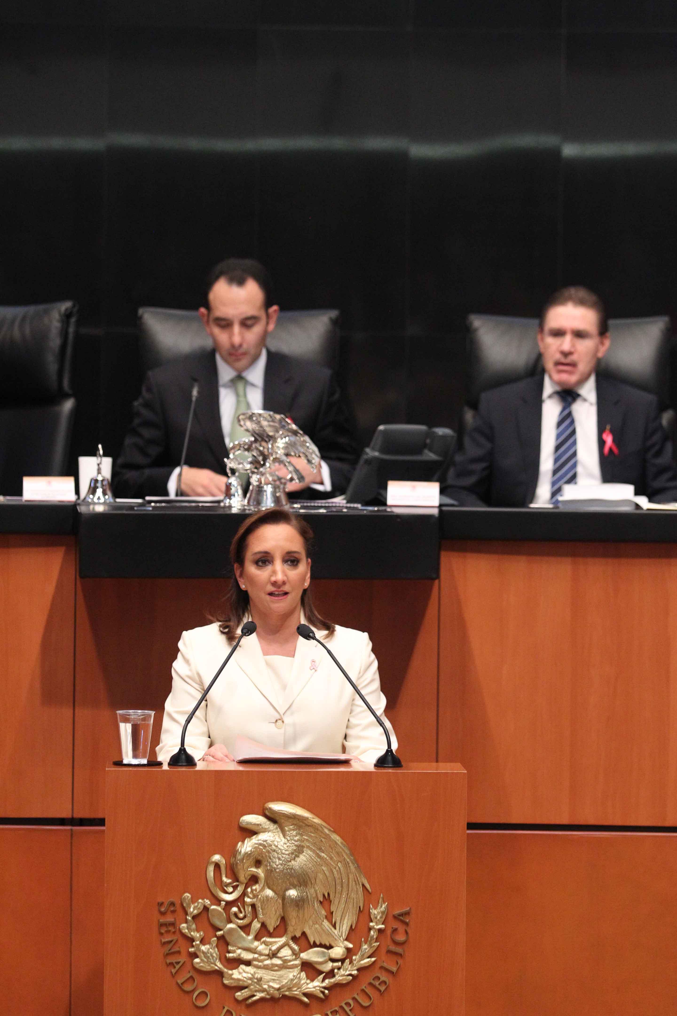FOTO 2 Canciller Claudia Ruiz Massieu en la glosa del Tercer Informe de Gobierno en el Senado de la Rep blicajpg