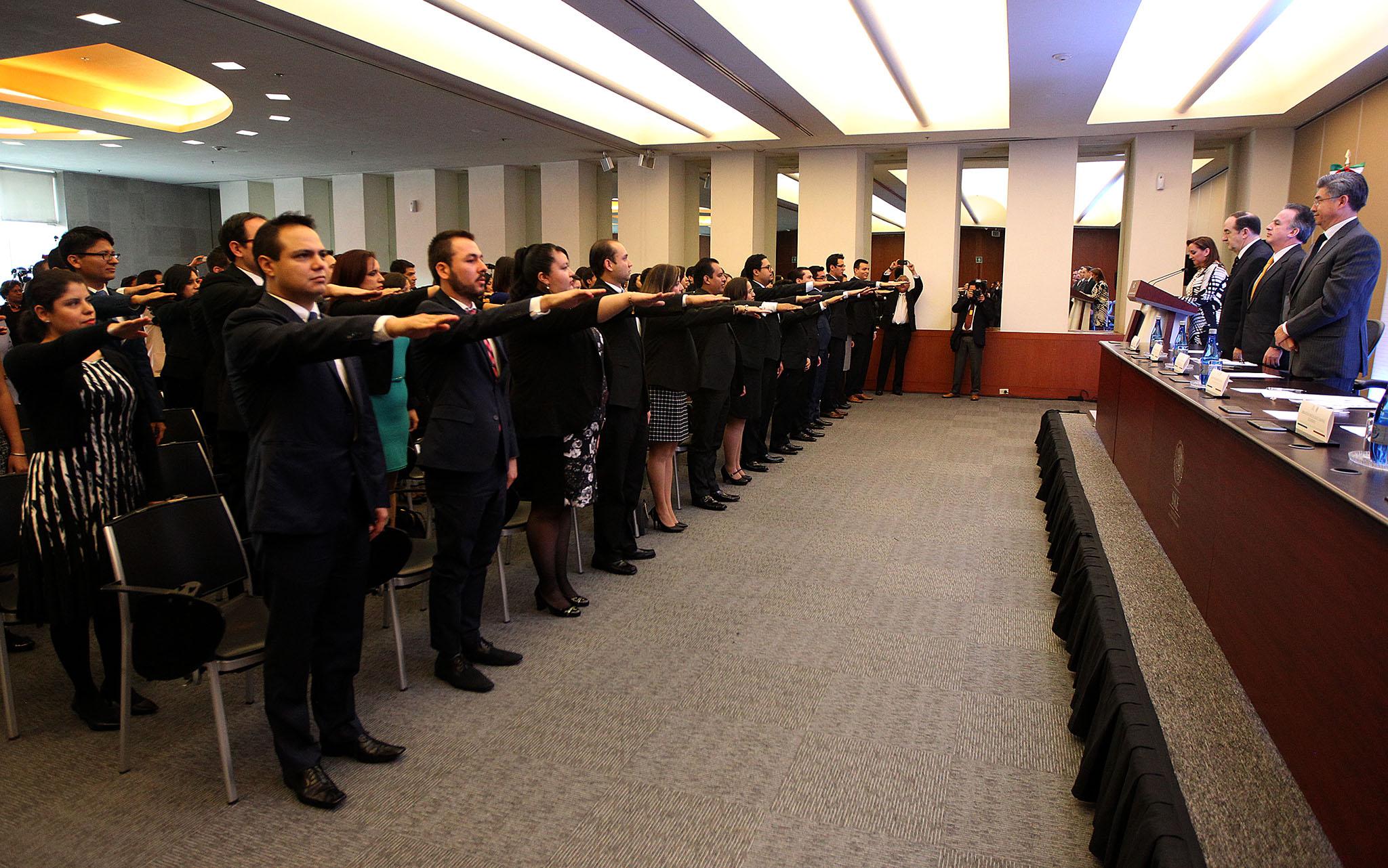 FOTO 3 Canciller Claudia Ruiz Massieu tom  protesta a nuevos integrantes de la rama t cnico administrativa.jpg