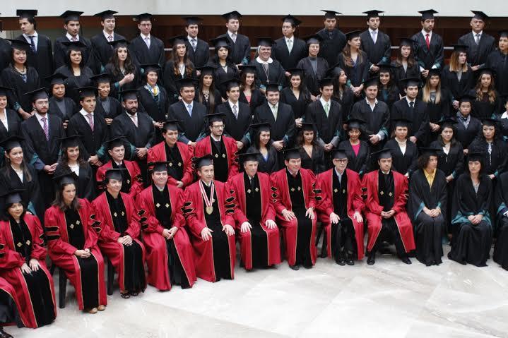 Foto 2  Alumnos durante la ceremonia de graduaci n de la Universidad An huac del Sur.jpg