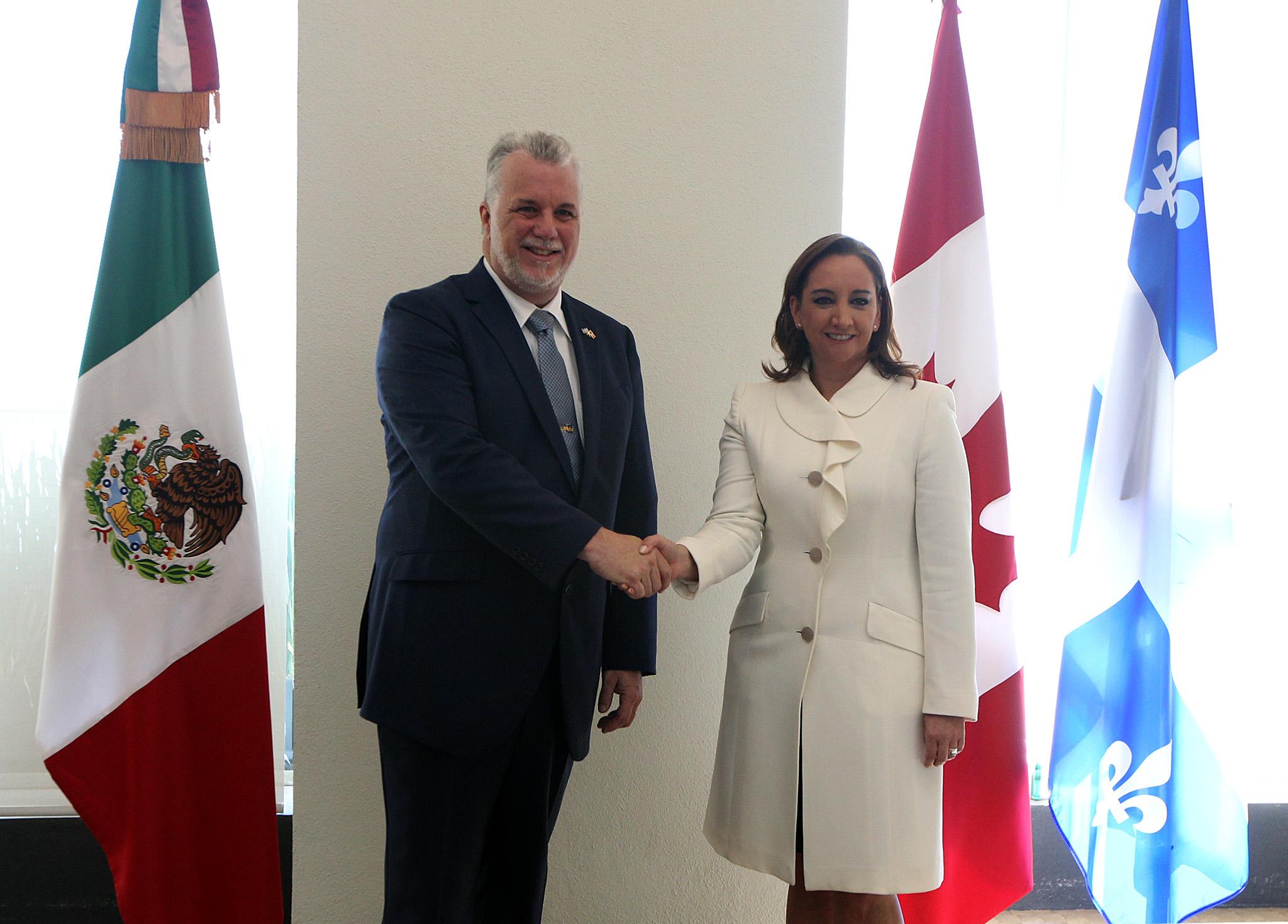 FOTO 1 Canciller Claudia Ruiz Massieu con el Primer Ministro de la Provincia de Quebec  Philippe Couillard.jpg