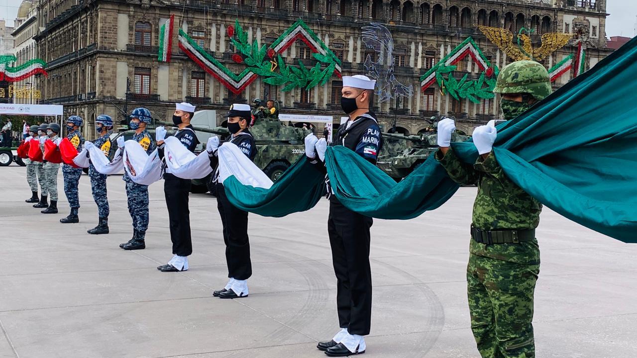 Fuerzas Armadas en honores a la bandera