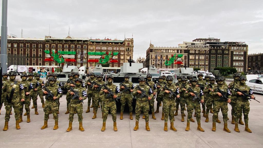 Fuerzas Armadas en plancha del Zócalo