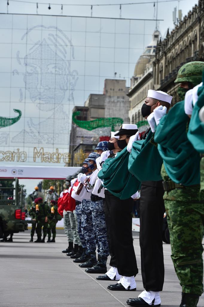 Formación del personal en Izado de Bandera