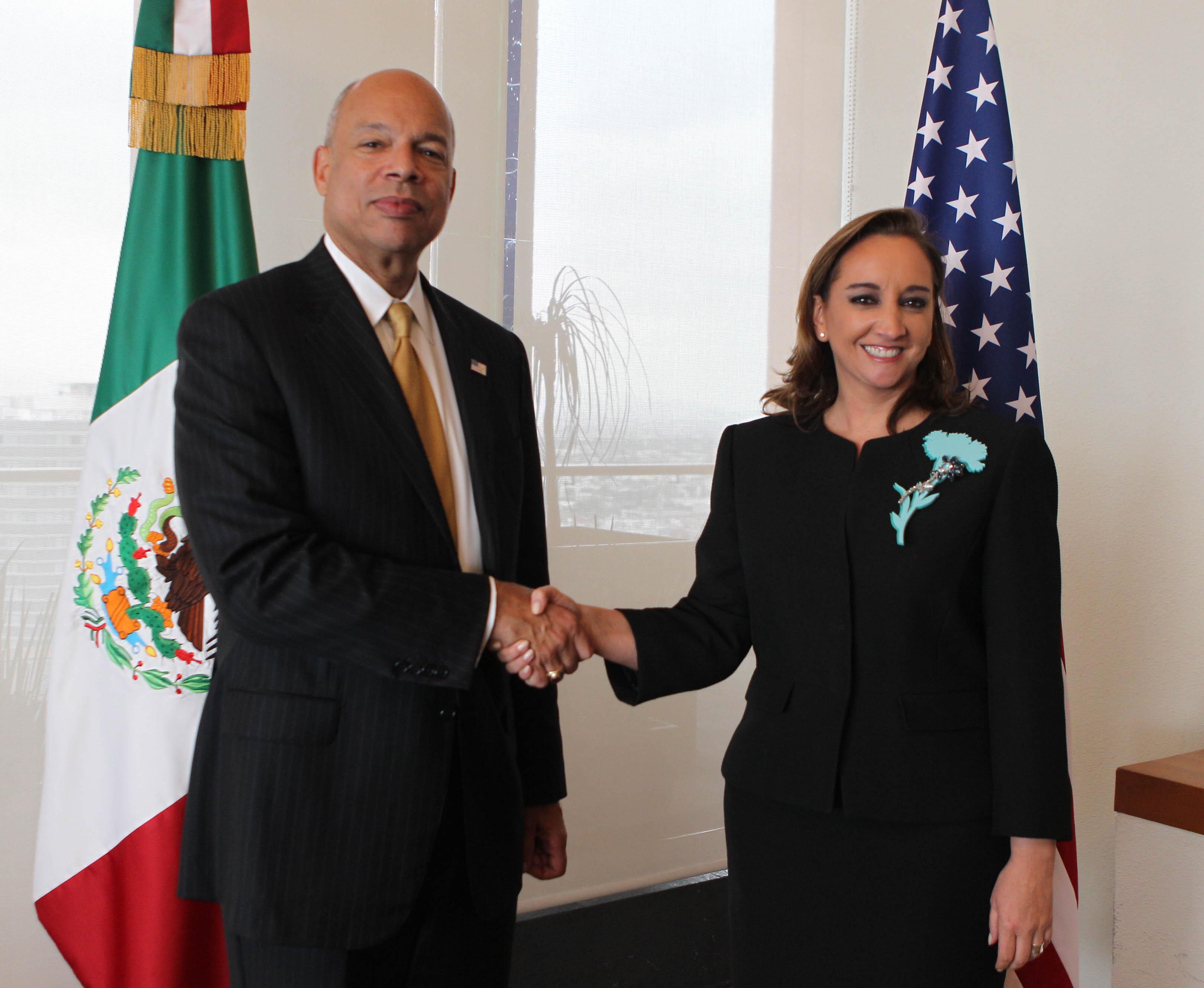 FOTO Canciller Claudia Ruiz Massieu con el Secretario de Seguridad Interna de Estados Unidos Jeh Johnson.jpg